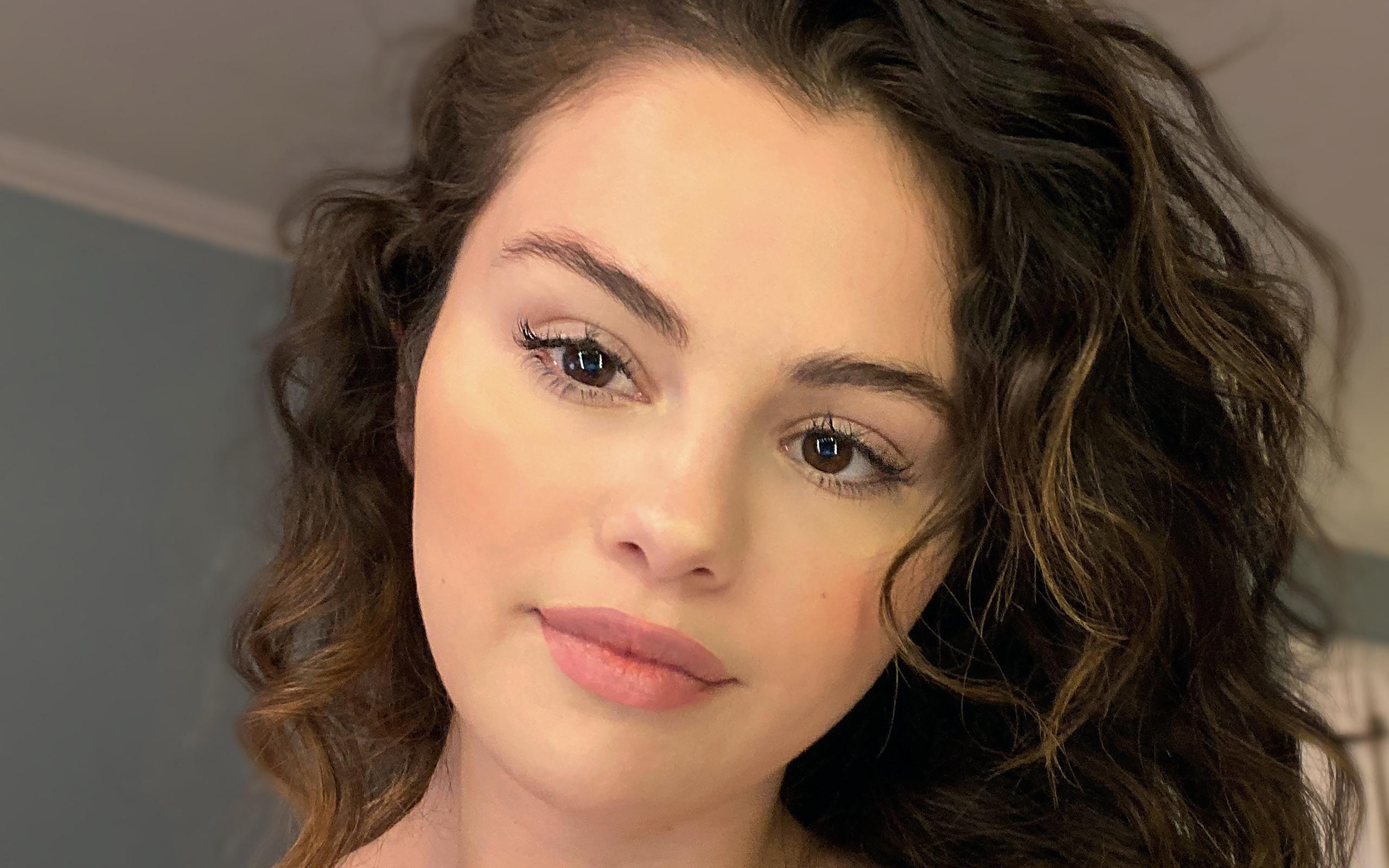 2560x1600 4K Selena Gomez without Makeup 2020 2560x1600