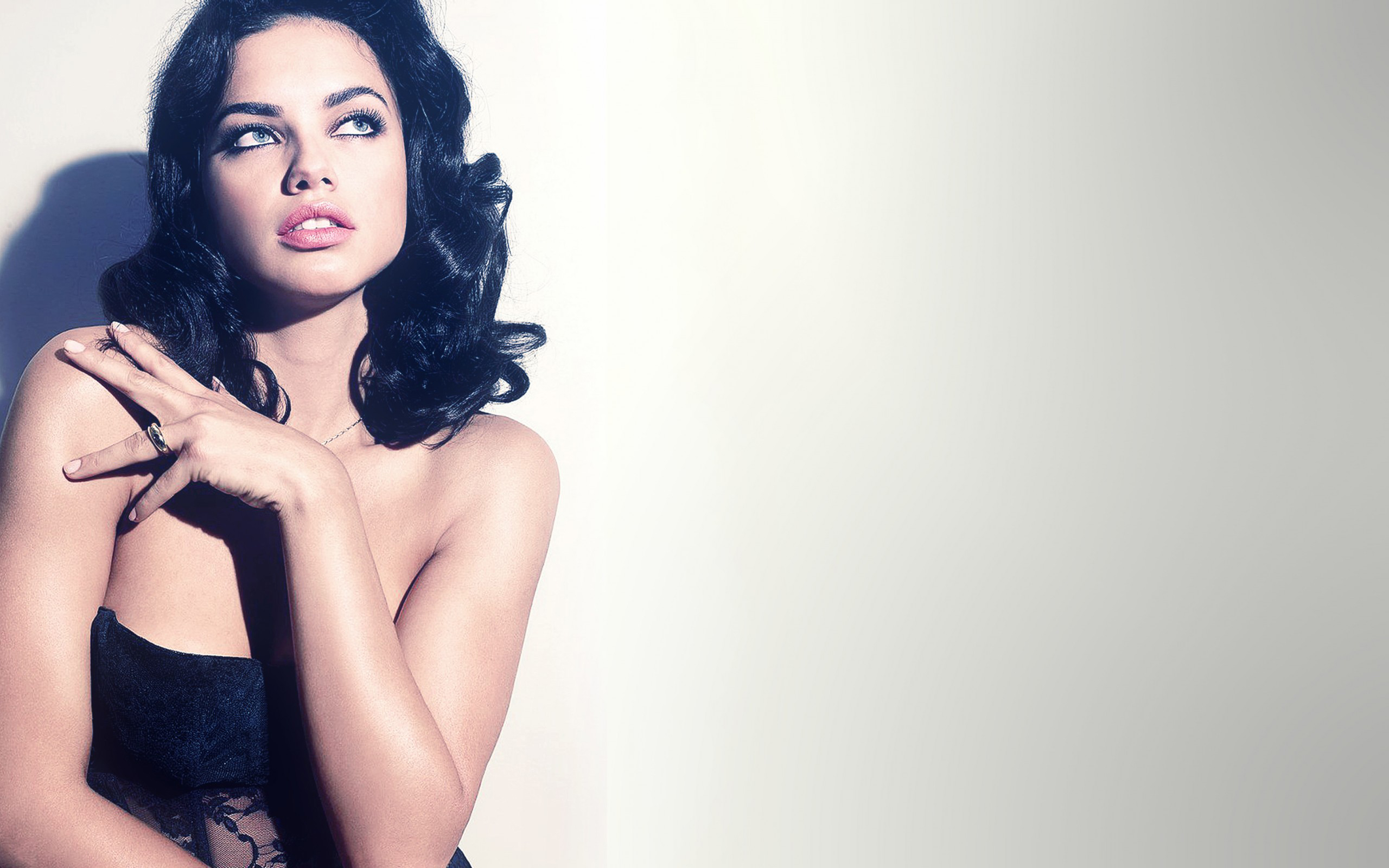 Download Adriana Lima Classy Photoshoot 5120x2880 Resolution Full