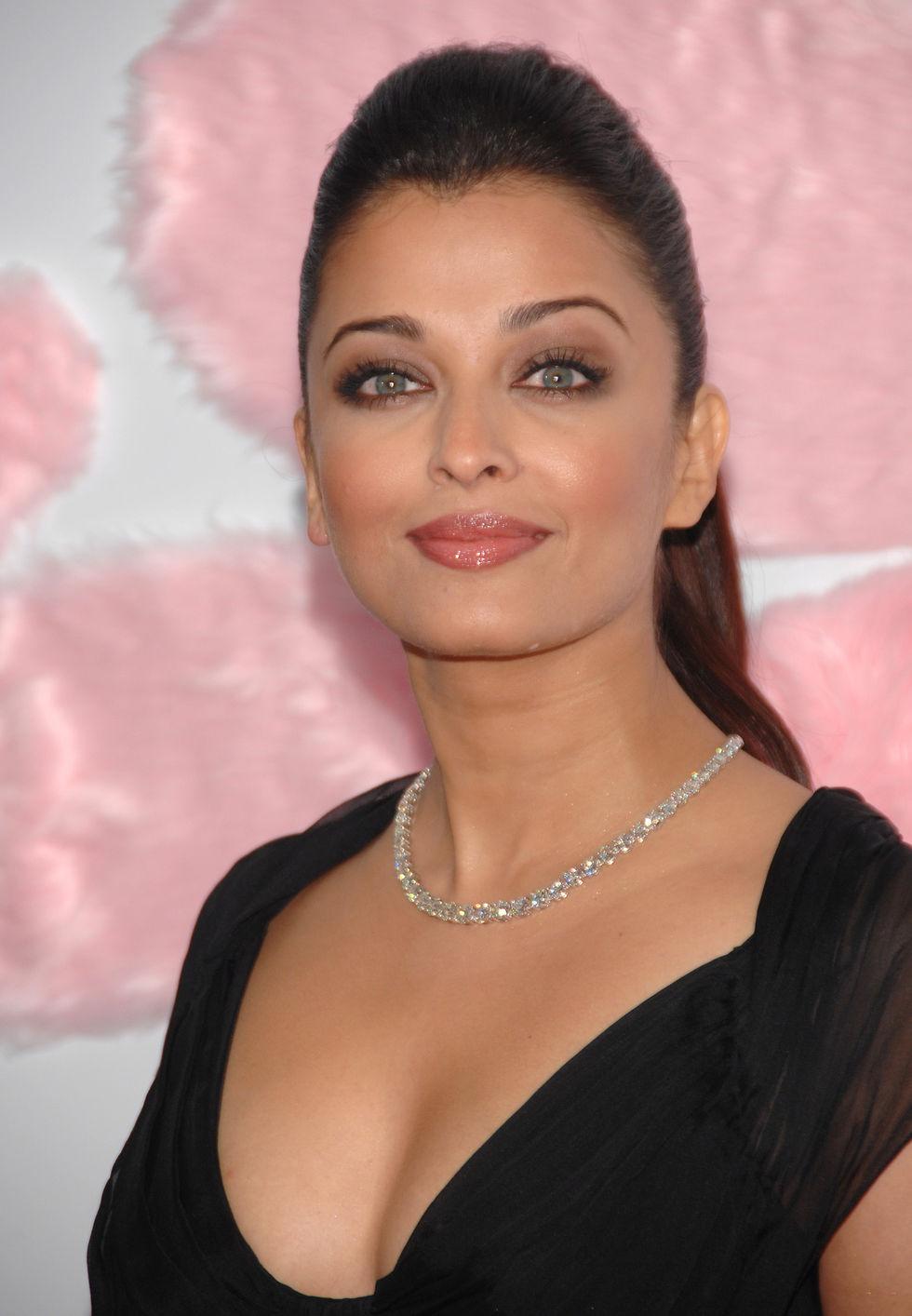 3840x2160 Aishwarya Rai In Pink Panther 2 4k Wallpaper Hd