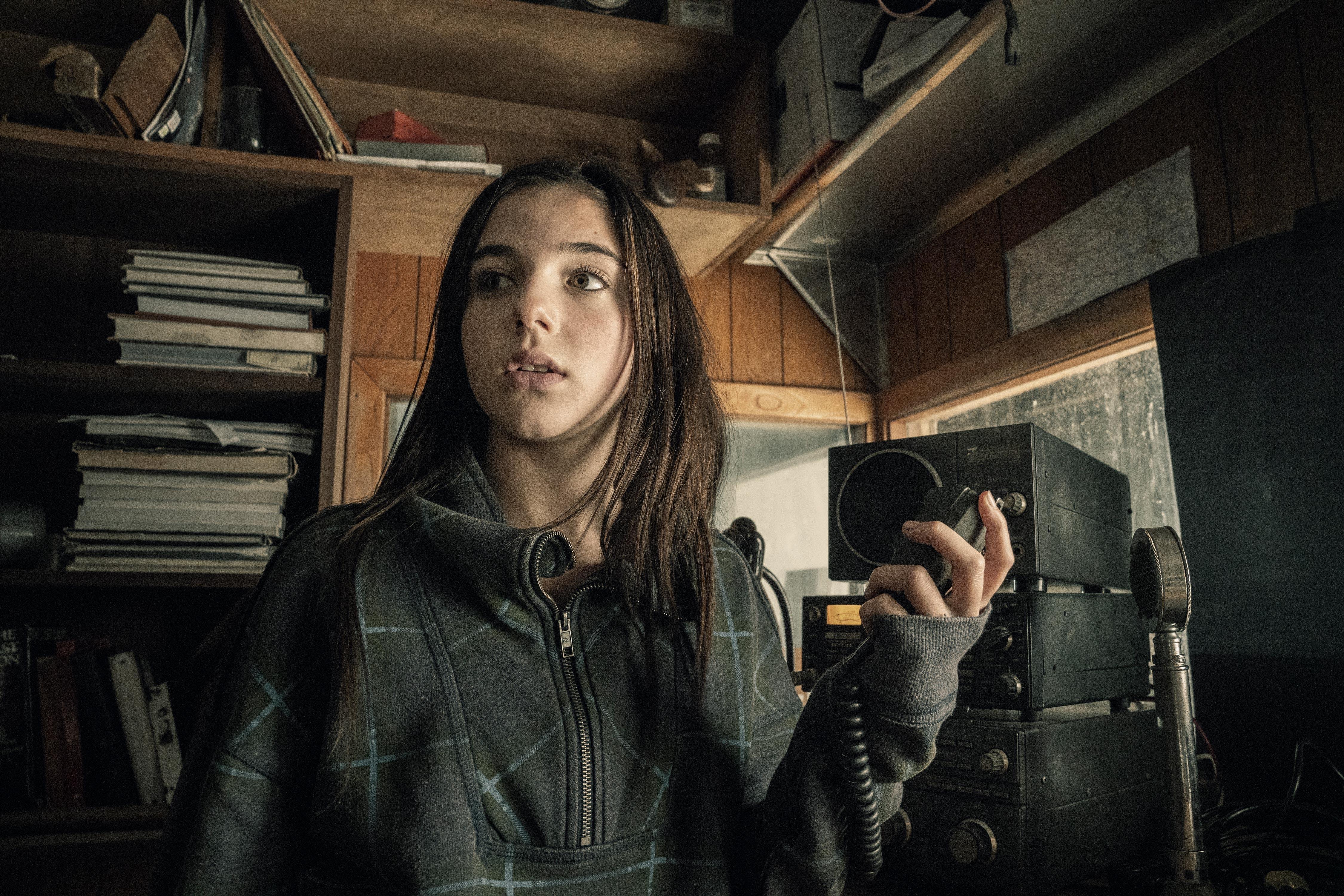 Alexa Nisenson As Charlie In Fear The Walking Dead Wallpaper Hd