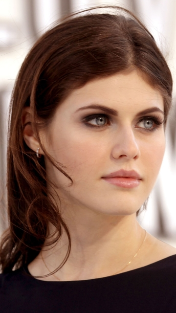 Download Alexandra Daddario Beautiful Eyes 360x640 Resolution HD 4K