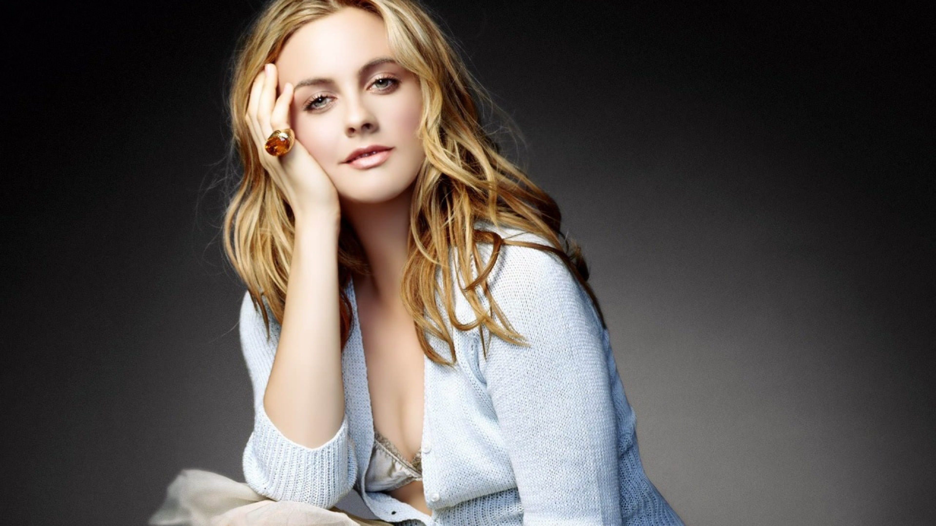 3840x2160 Alicia Silverstone Stylish Hd Pics 4k Wallpaper