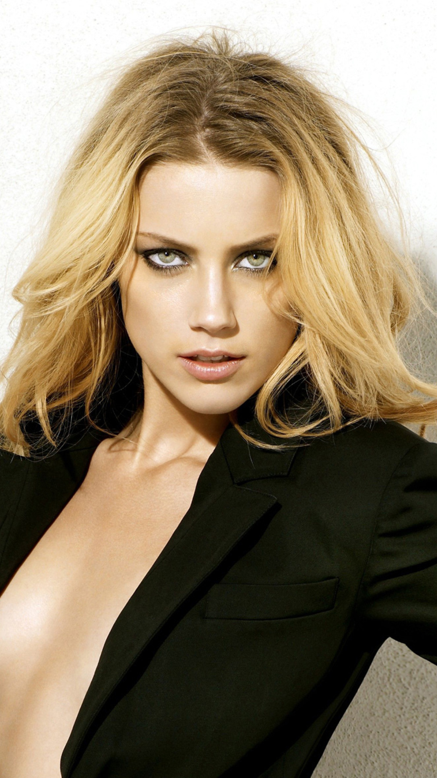 Amber Heard Sexy Images