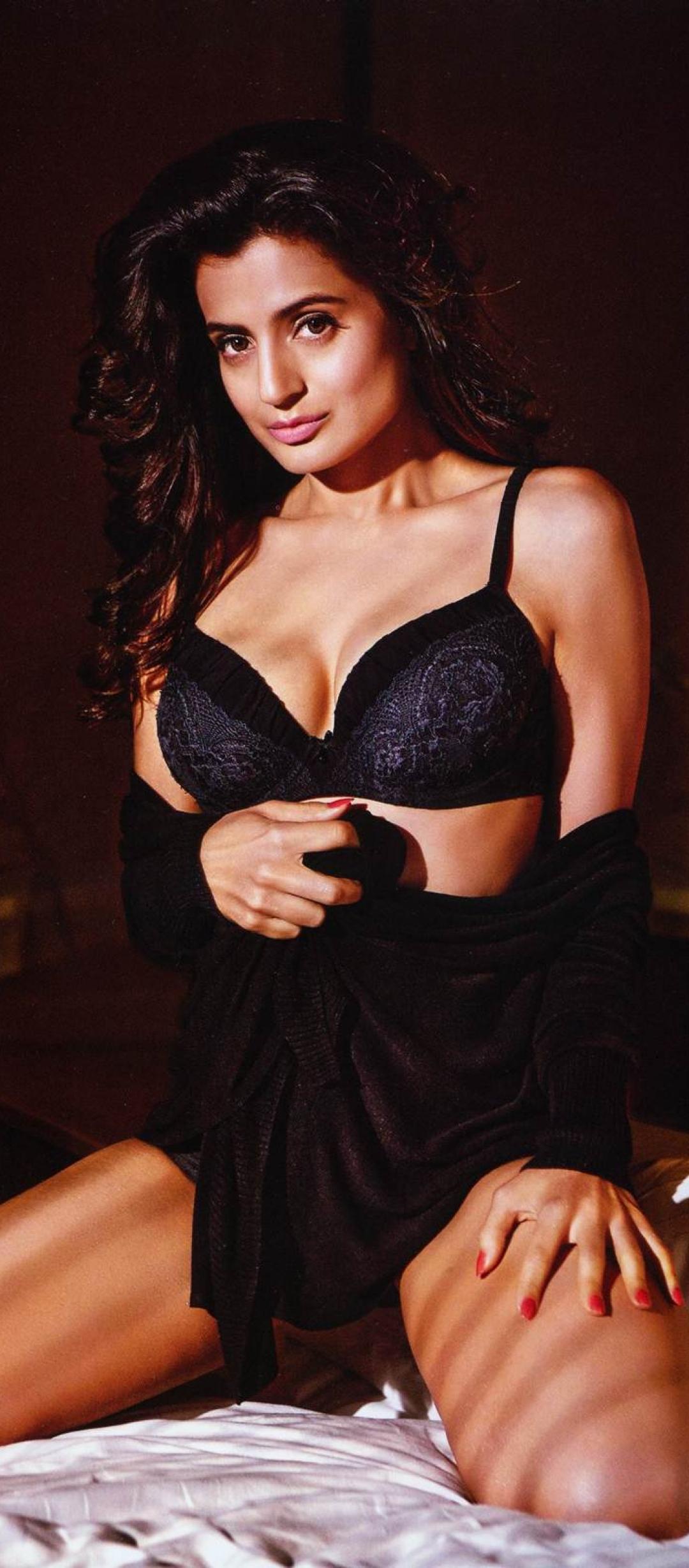 Amisha Patel Recent Photo Shoot 1080x2460 ameesha patel in maxim magazine photoshoot