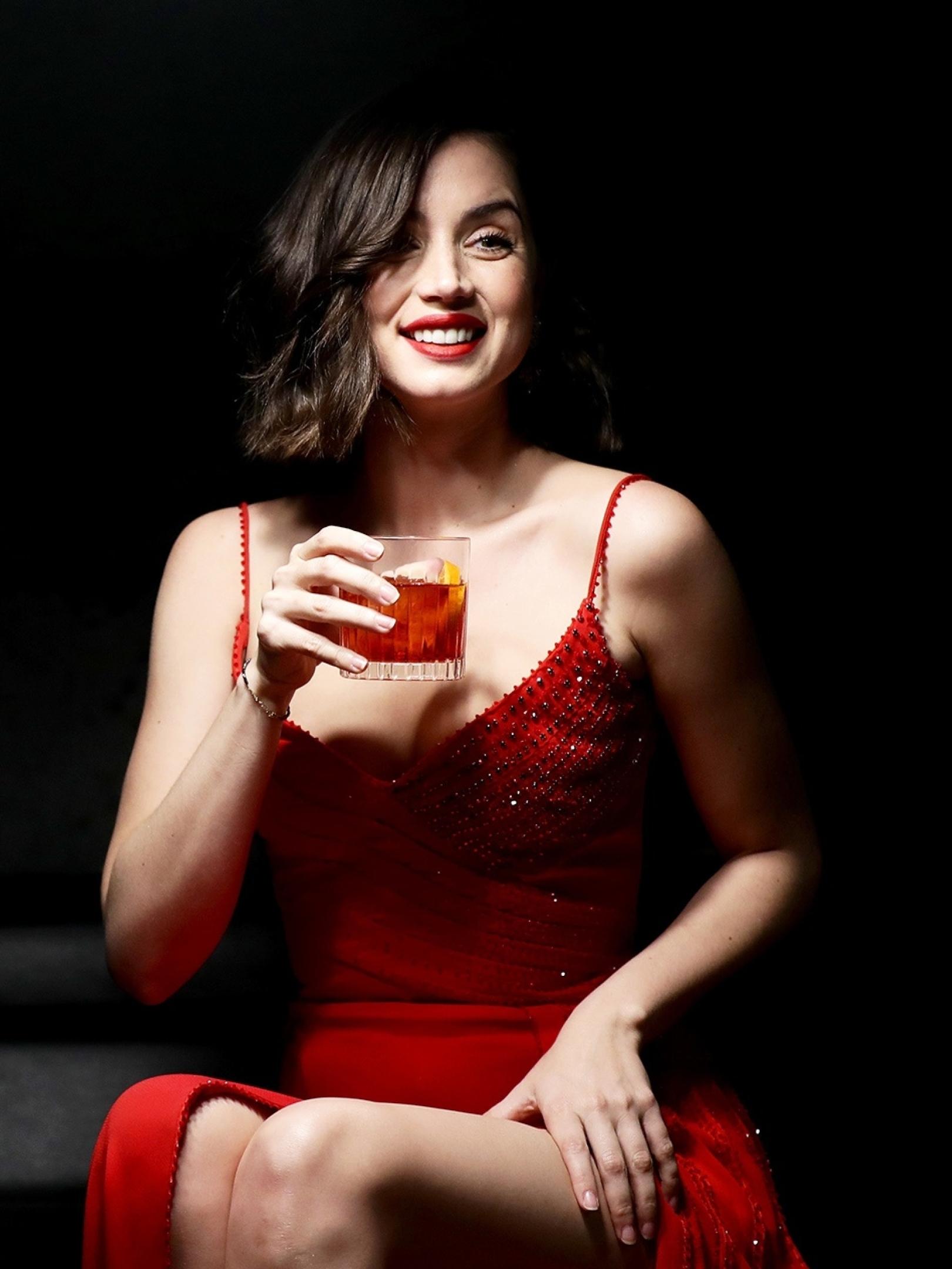 https://images.wallpapersden.com/image/download/ana-de-armas-in-red-dress_64400_1620x2160.jpg