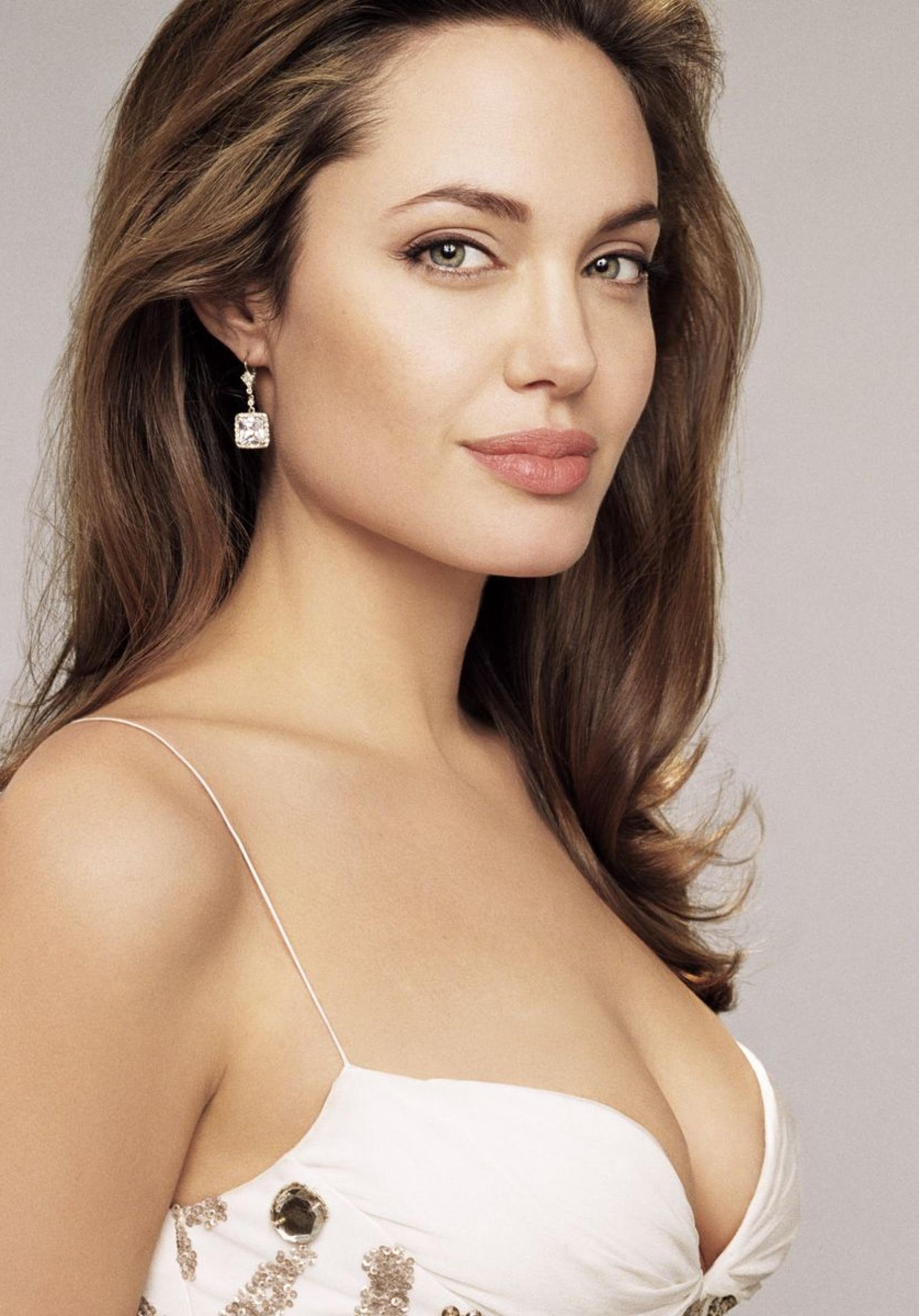 Angelina Jolie Nude Pictures 1668x2388 angelina jolie hot hd wallpapers 1668x2388