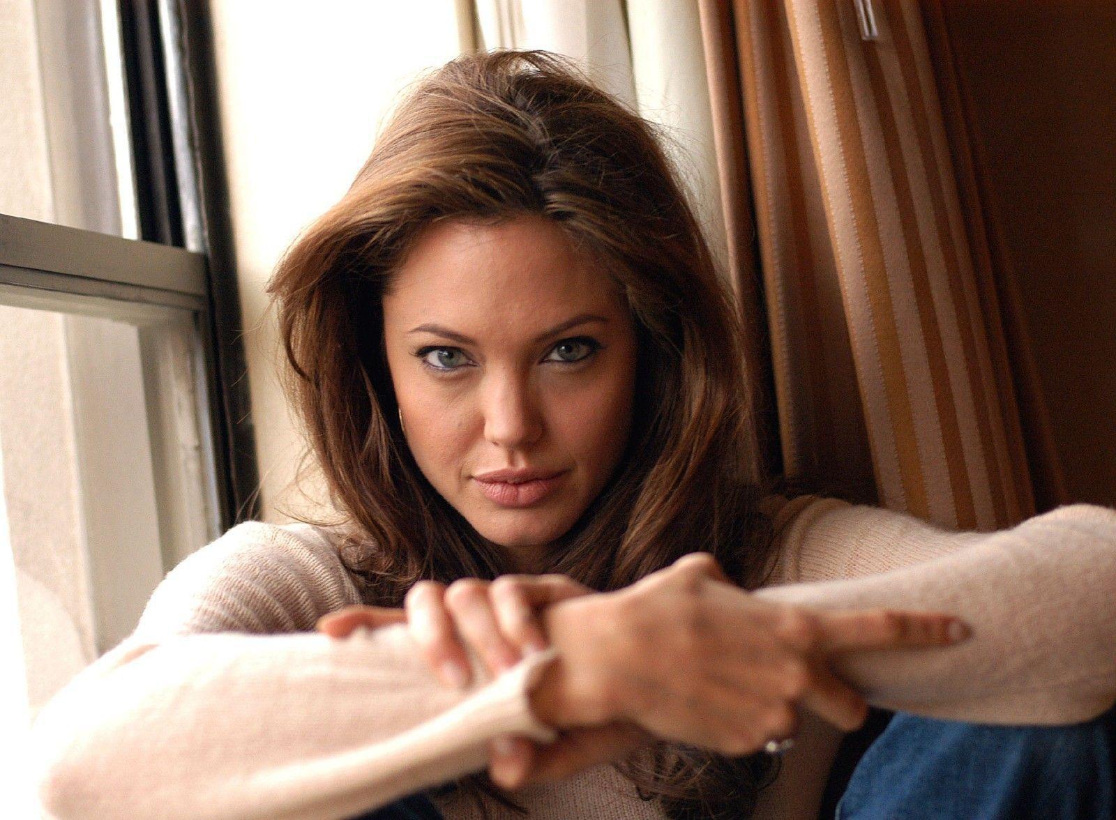 Angelina Jolie Portrait Wallpapers Wallpaper Hd Celebrities