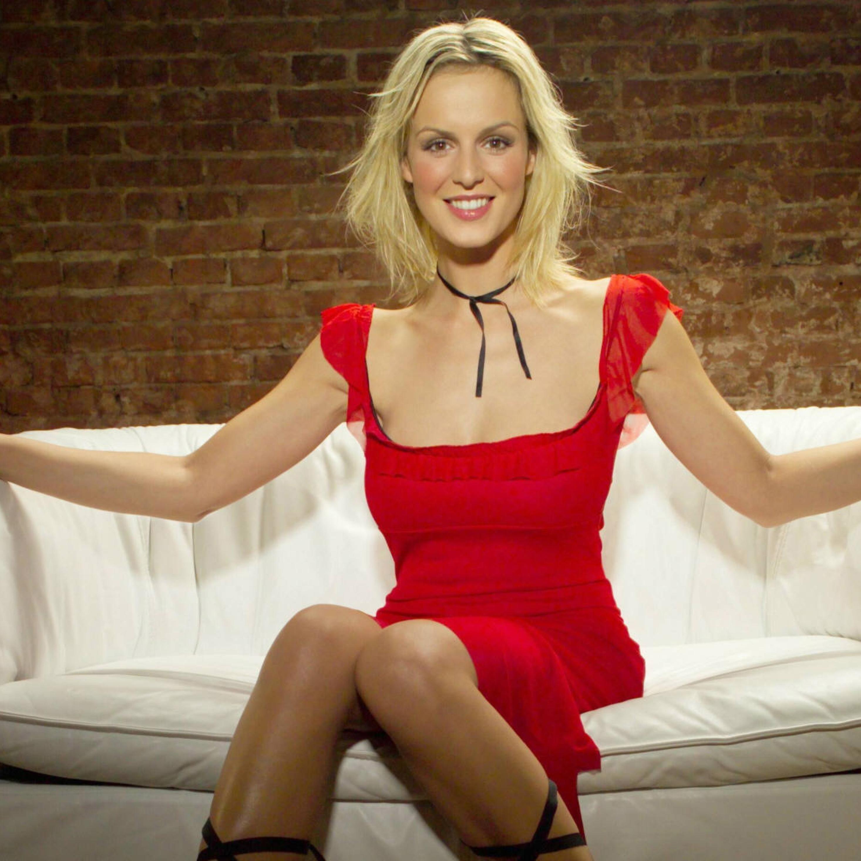 2932x2932 Anja Nejarri red dress Sofa Ipad Pro Retina