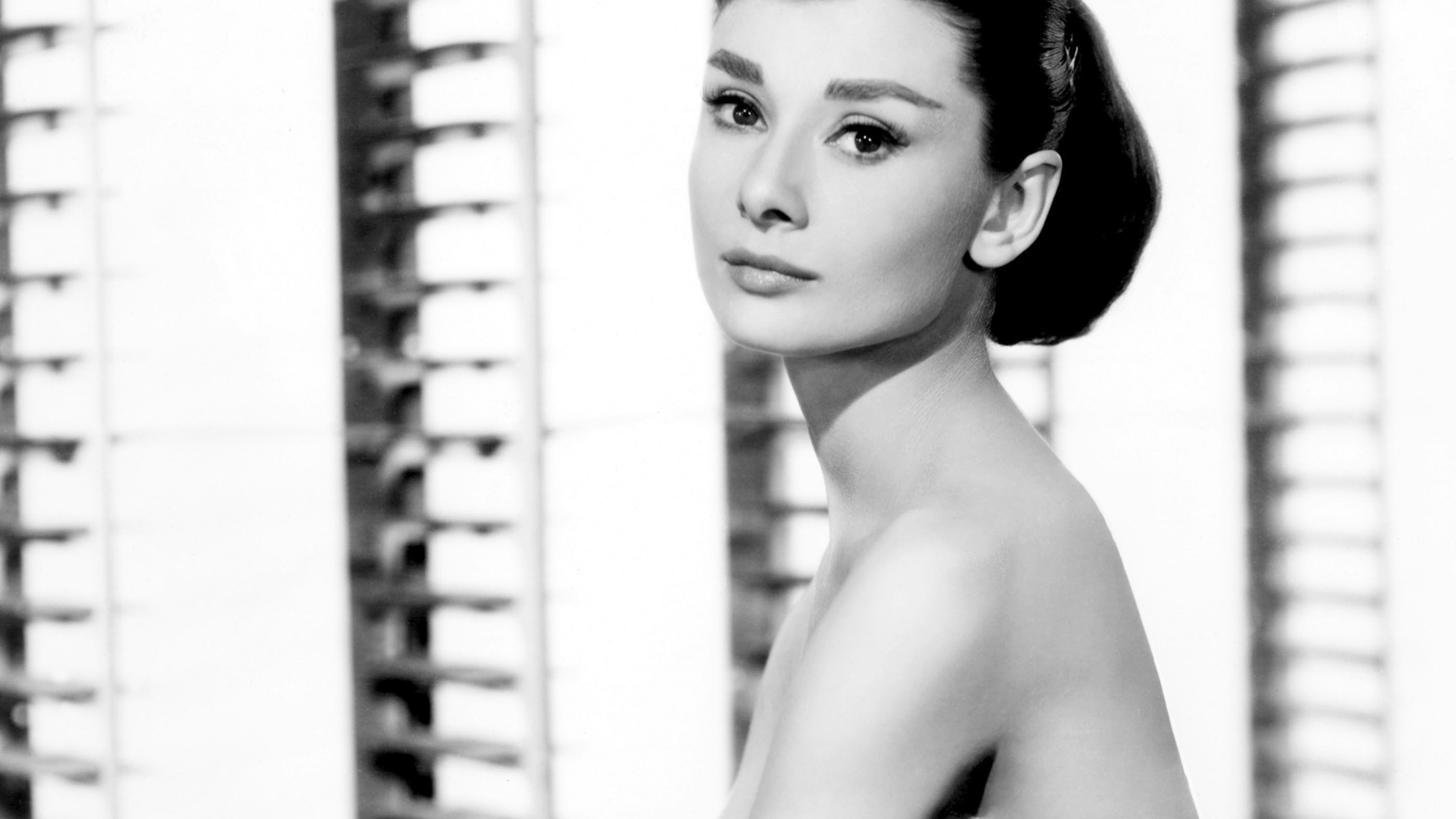 5120x2880 Audrey Hepburn Back And White Hd Wallpaper 5k