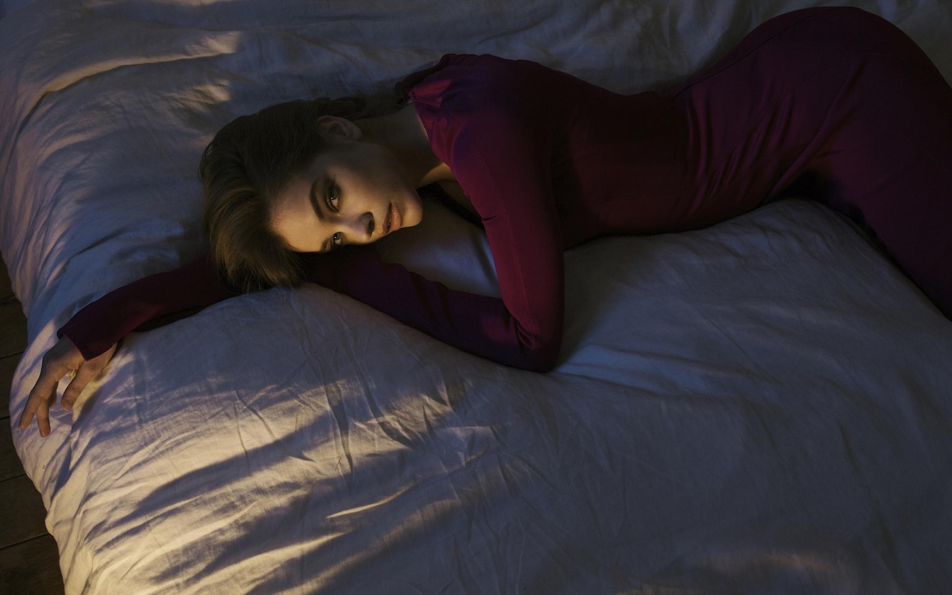 Barbara Palvin Hot Brunette Model In Bed Full Hd Wallpaper