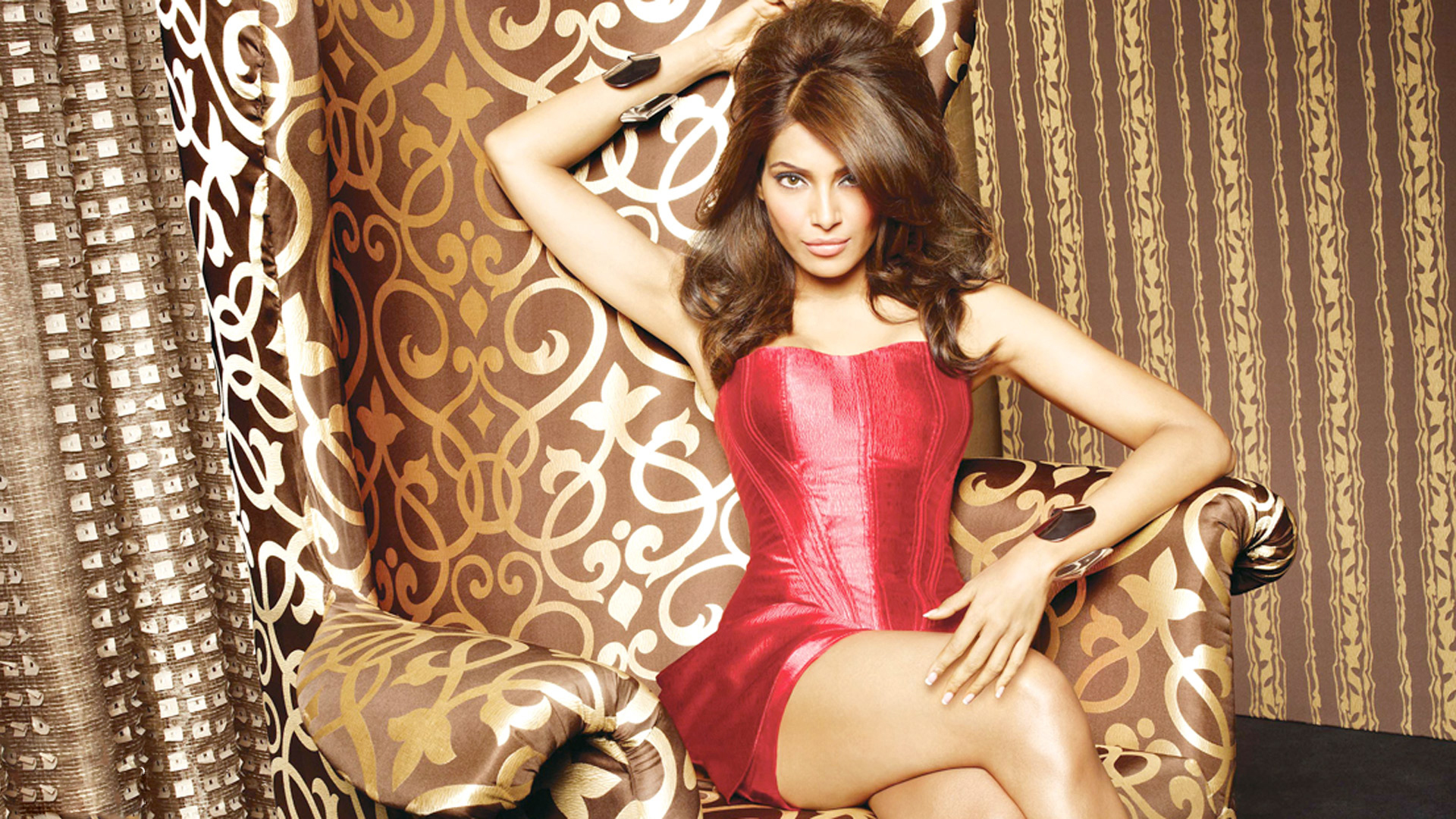 download bipasa basu hot in red dress photoshoot 2560x1024