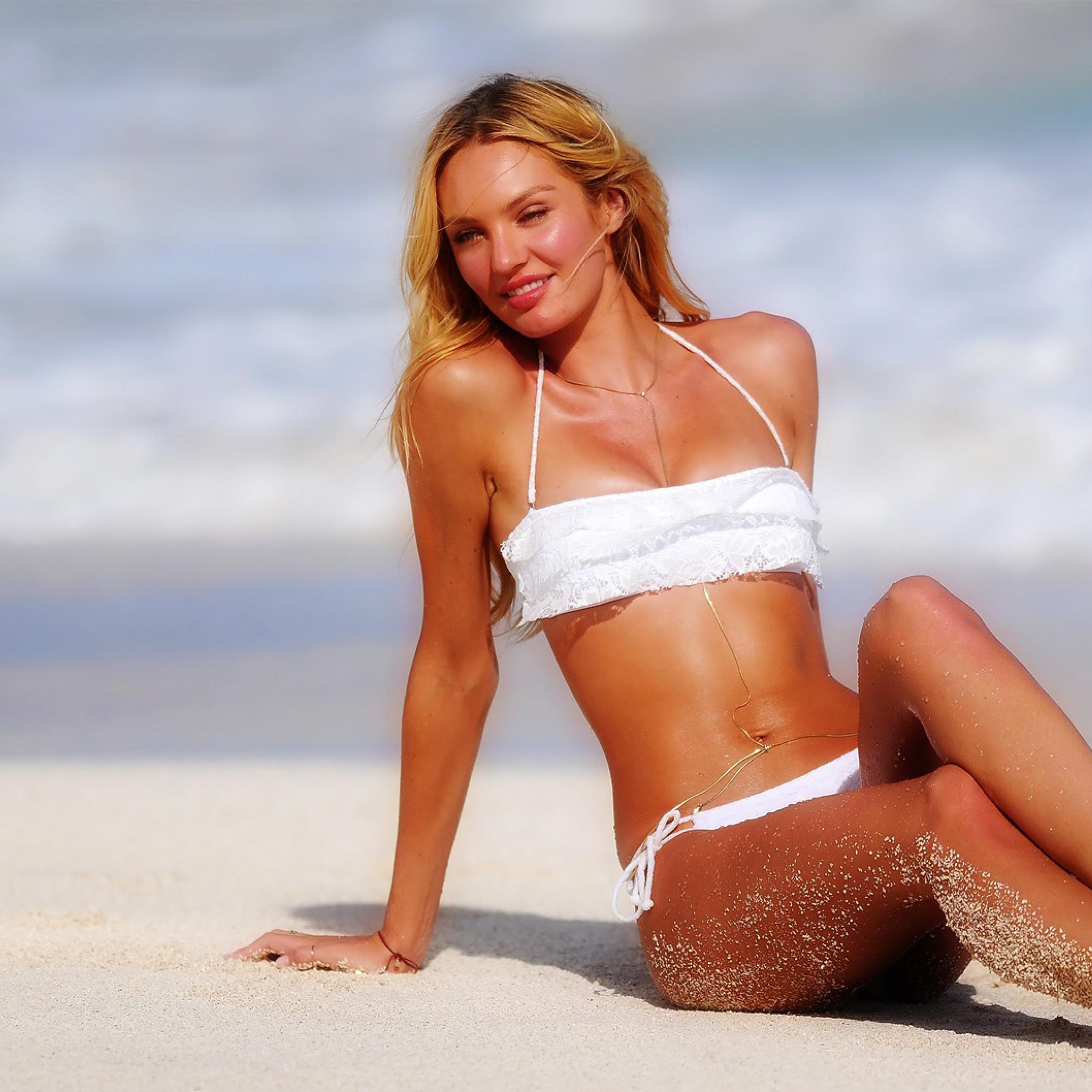 Download Candice Swanepoel Hot Bikini Photoshoot 960x544