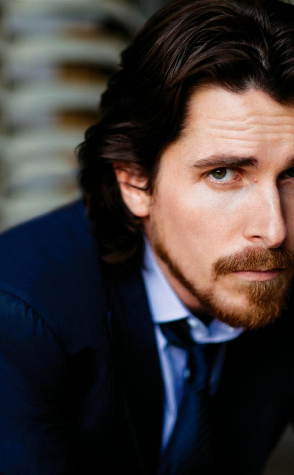 Download Christian Bale In Film Dispenser 1152x864 Resolution Full