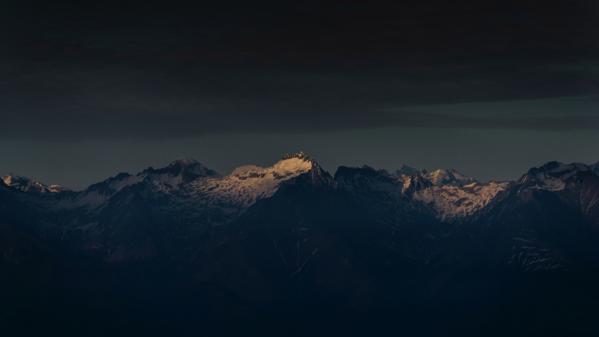1920x1080 Clean Night Sky And Mountains Peak 1080p Laptop