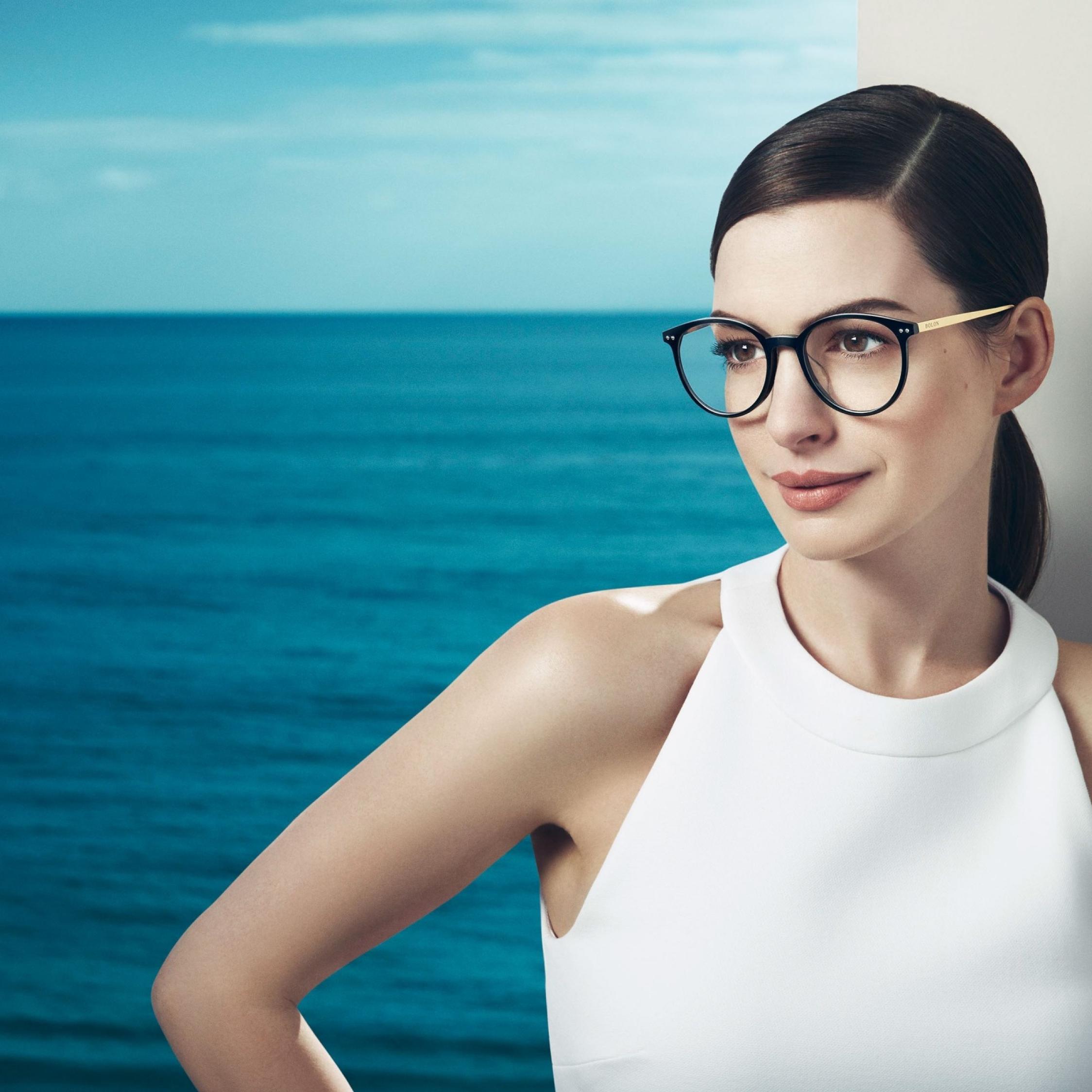 Cute Anne Hathaway In Glasses, Full HD 2K Wallpaper