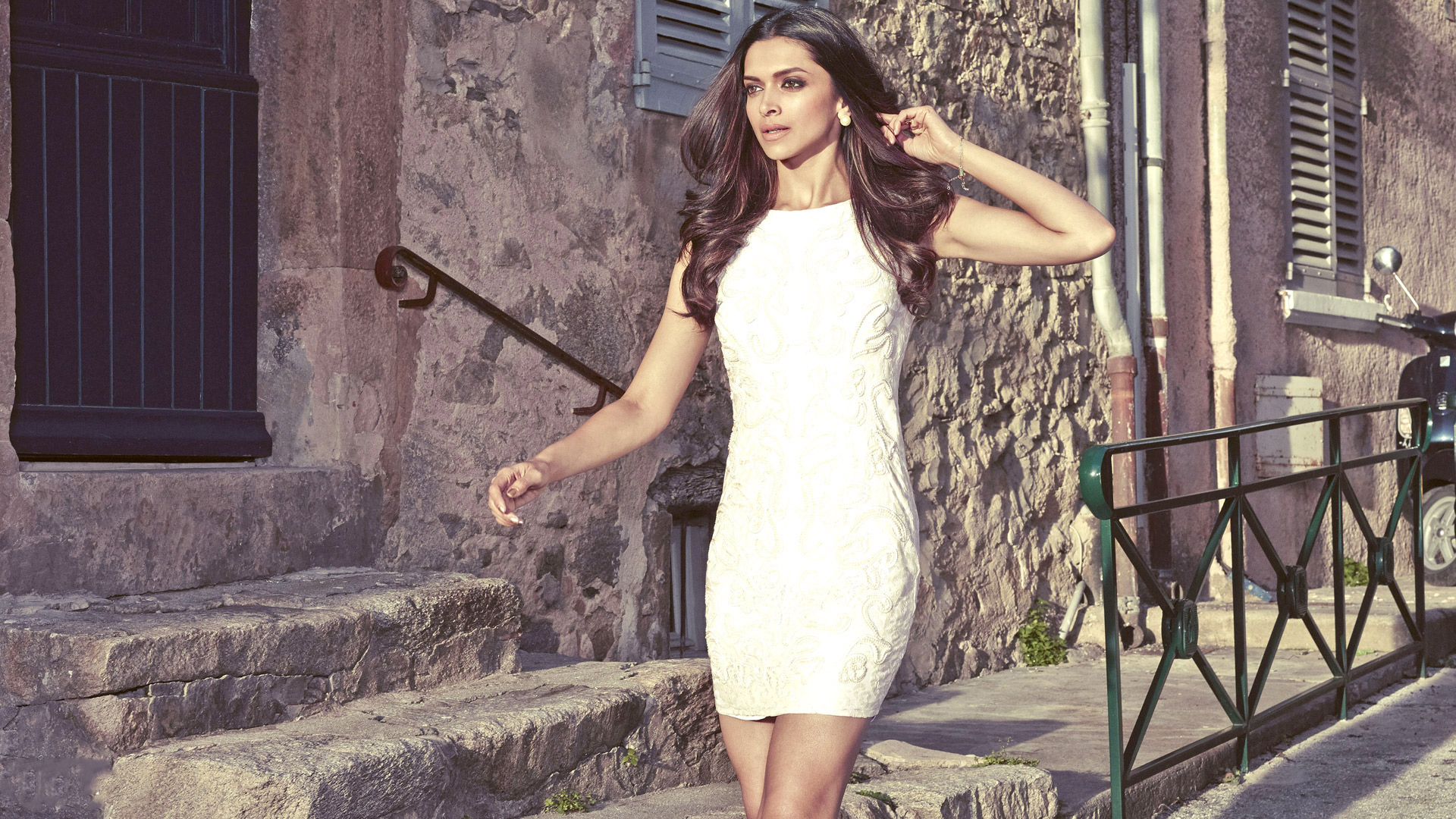 Deepika Padukone Classy Street Style Photoshoot Full HD Wallpaper