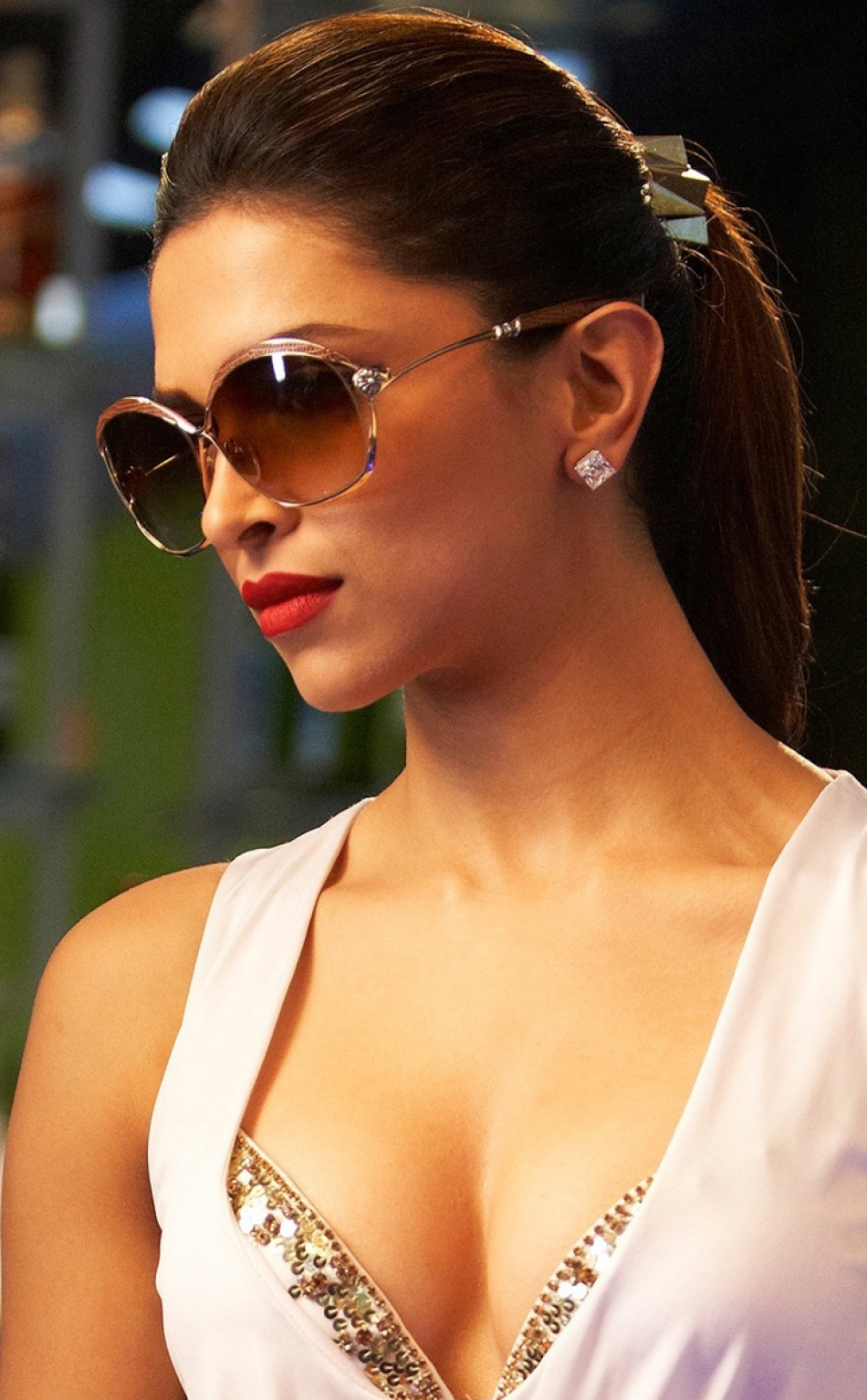 Deepika Padukone In Race2, Full HD Wallpaper
