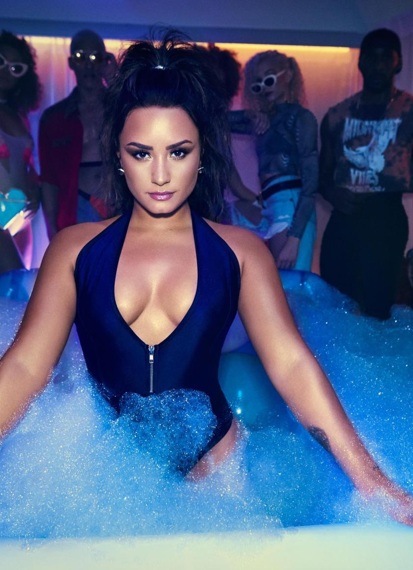 Demi Lovato Swimsuit Photoshoot Hd Wallpaper