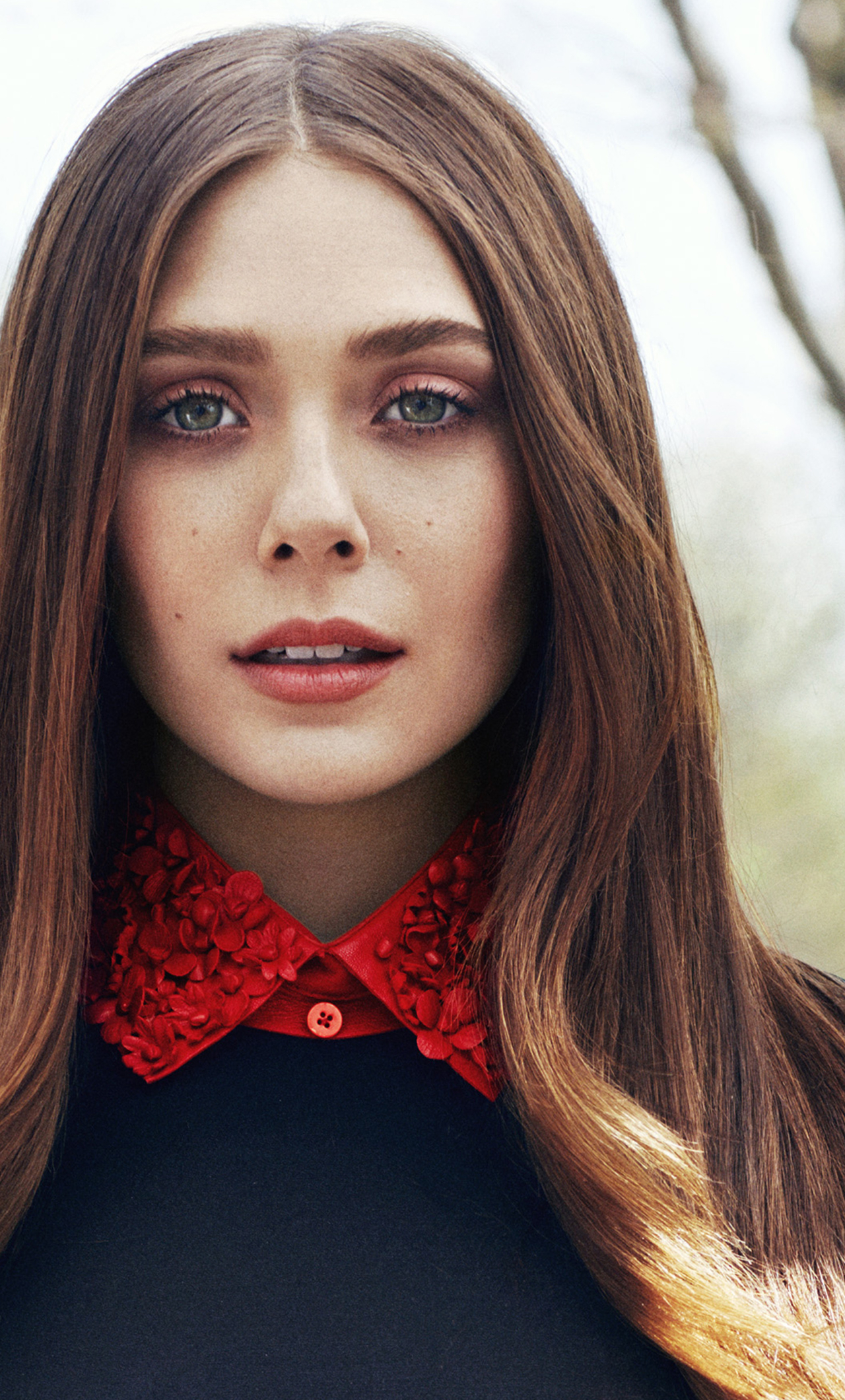 Download Elizabeth Olsen Beautiful Portrait 2017 1280x2120