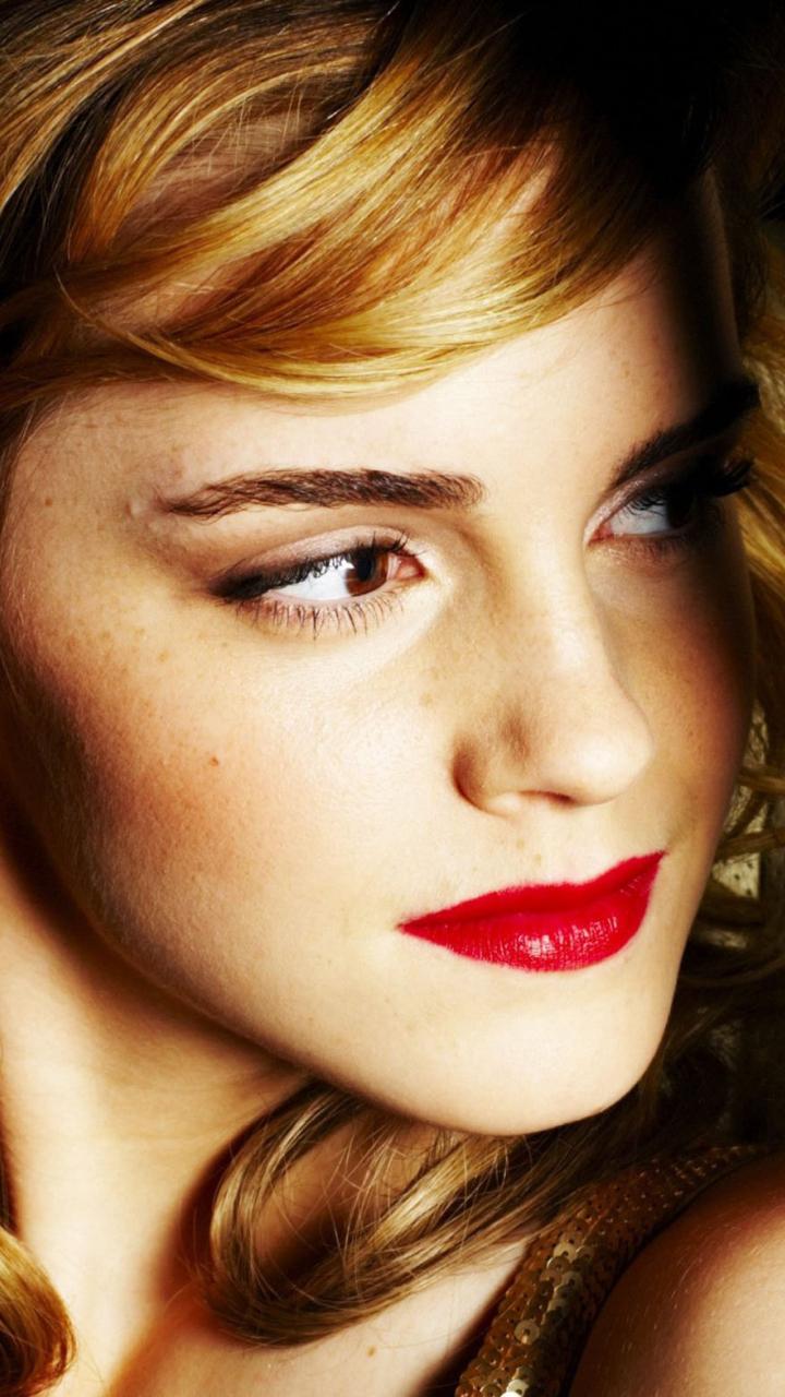 Download Emma Watson In Car 1600x900 Resolution Full Hd 2k Wallpaper