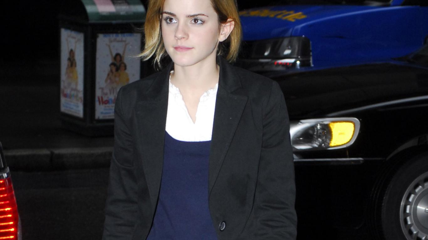 1440x2960 Emma Watson Violate Dress Images Samsung Galaxy