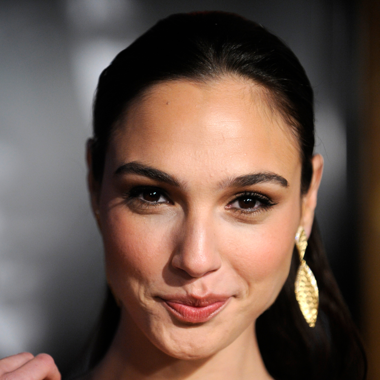 Block cell phone , Gal Gadot: I didn't cheat on Huawei Mate 10 Pro with iPhone