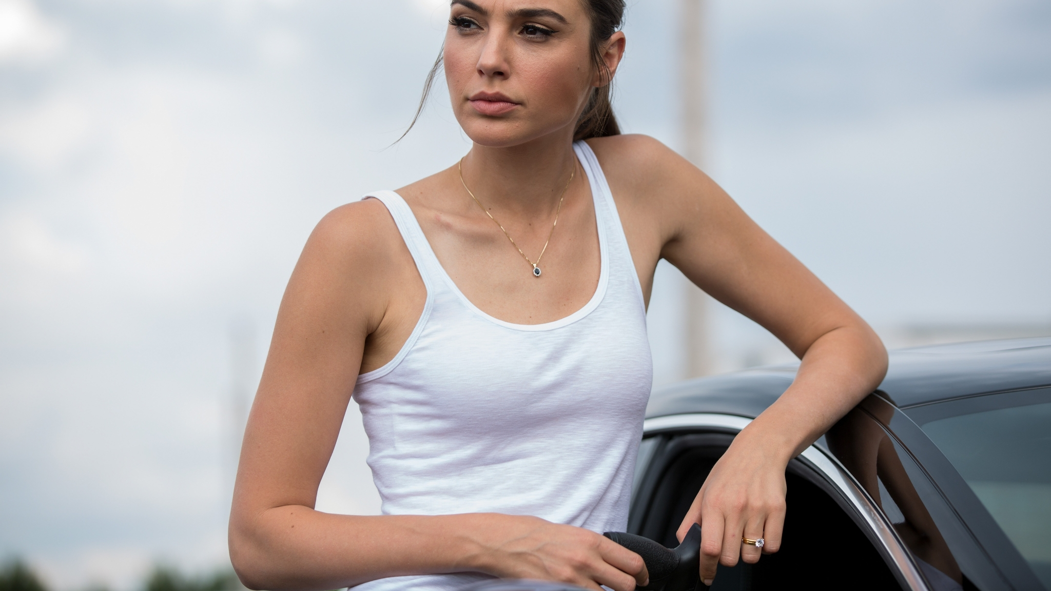 Keeping Up With The Joneses Download: Gal Gadot In Keeping Up With The Joneses, HD 4K Wallpaper