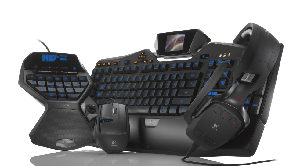 960x544 Gaming Keyboard Headphones Computer Mouse 960x544 Resolution Wallpaper Hd Hi Tech 4k Wallpapers Images Photos And Background