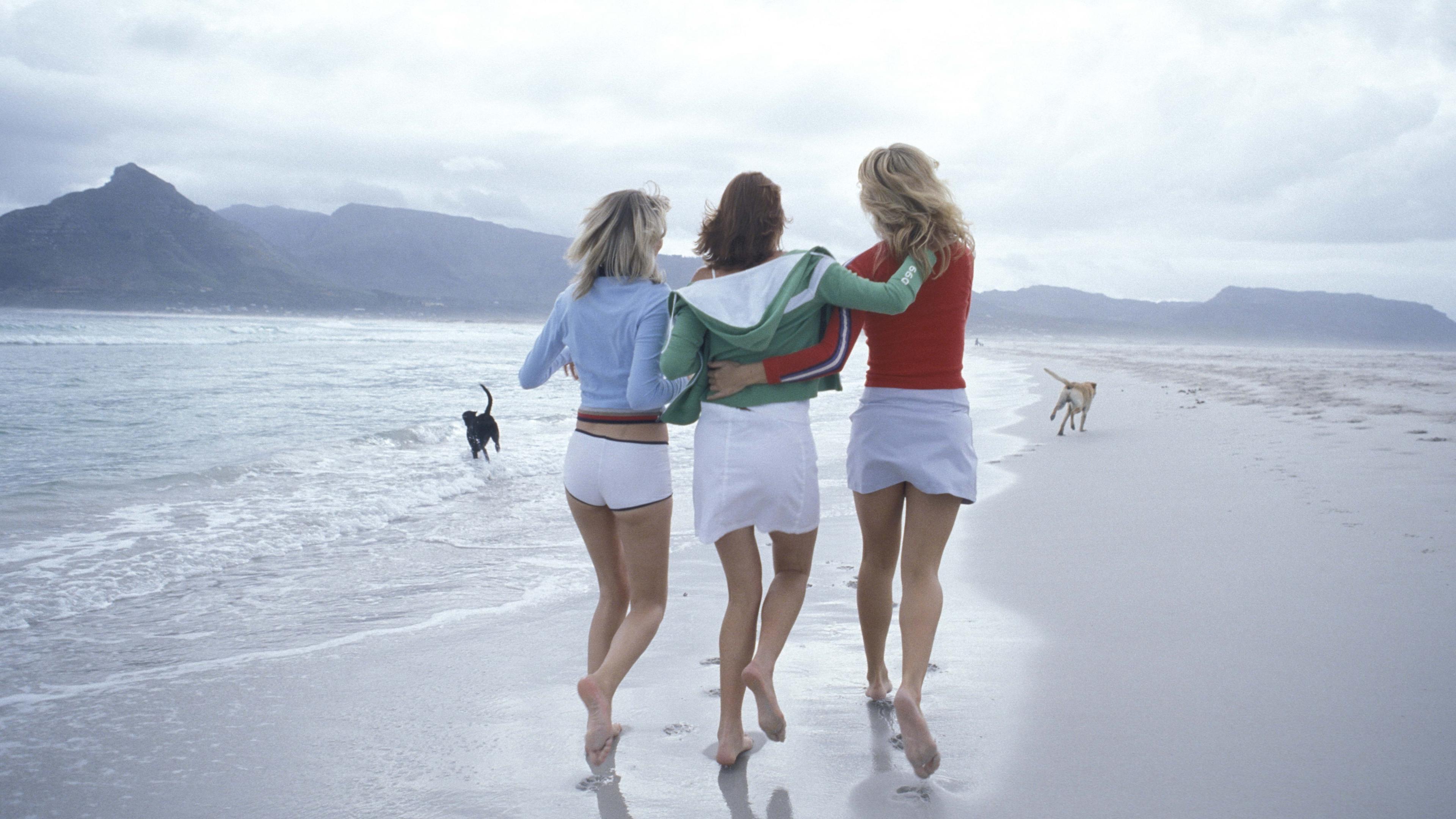 3840x2160 Girls Friendship Beach 4k Wallpaper Hd Girls 4k