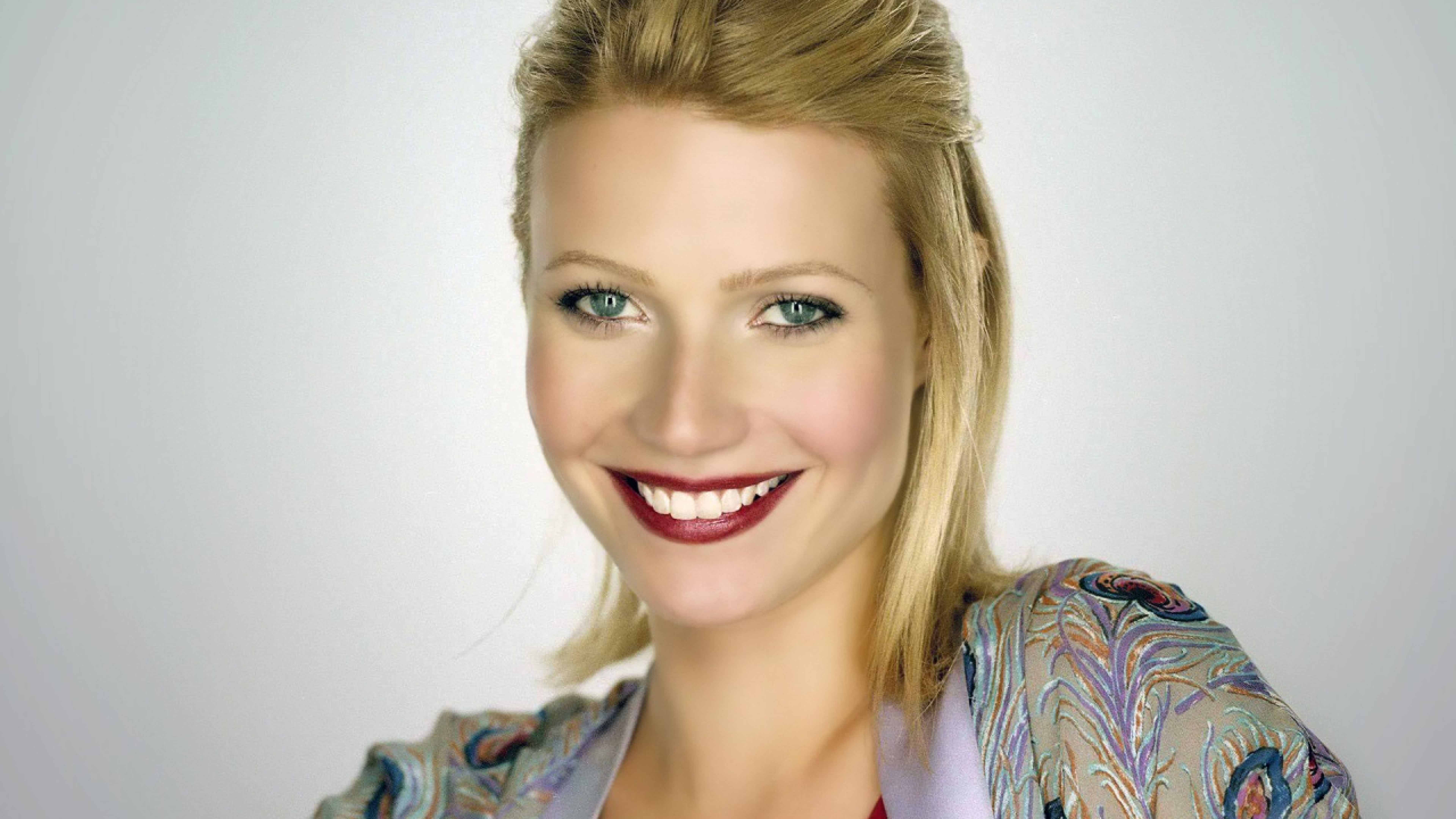 Gwyneth Paltrow Smile Photoshoot Hd Wallpaper