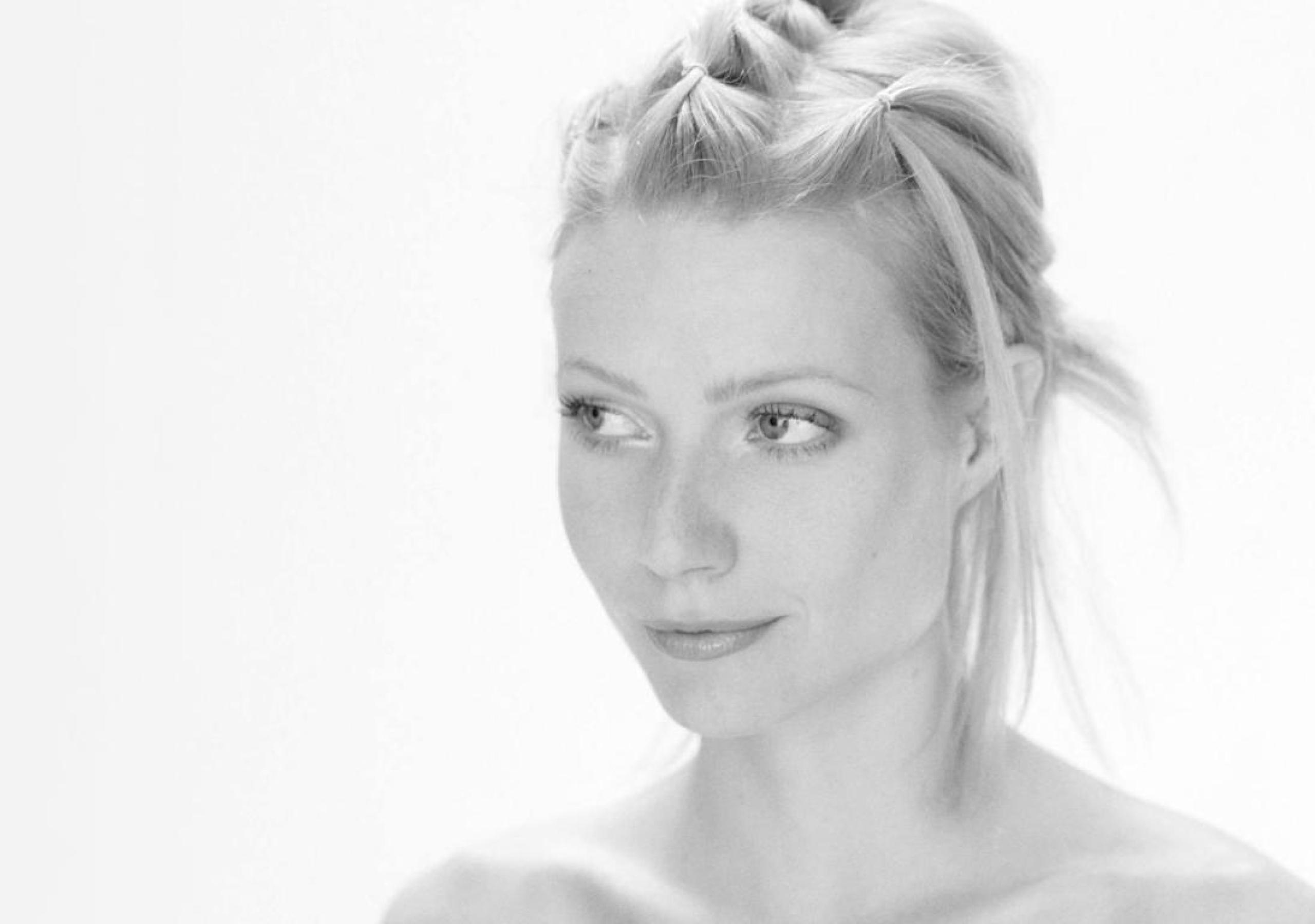 Topless gwyneth paltrow Gwyneth Paltrow,