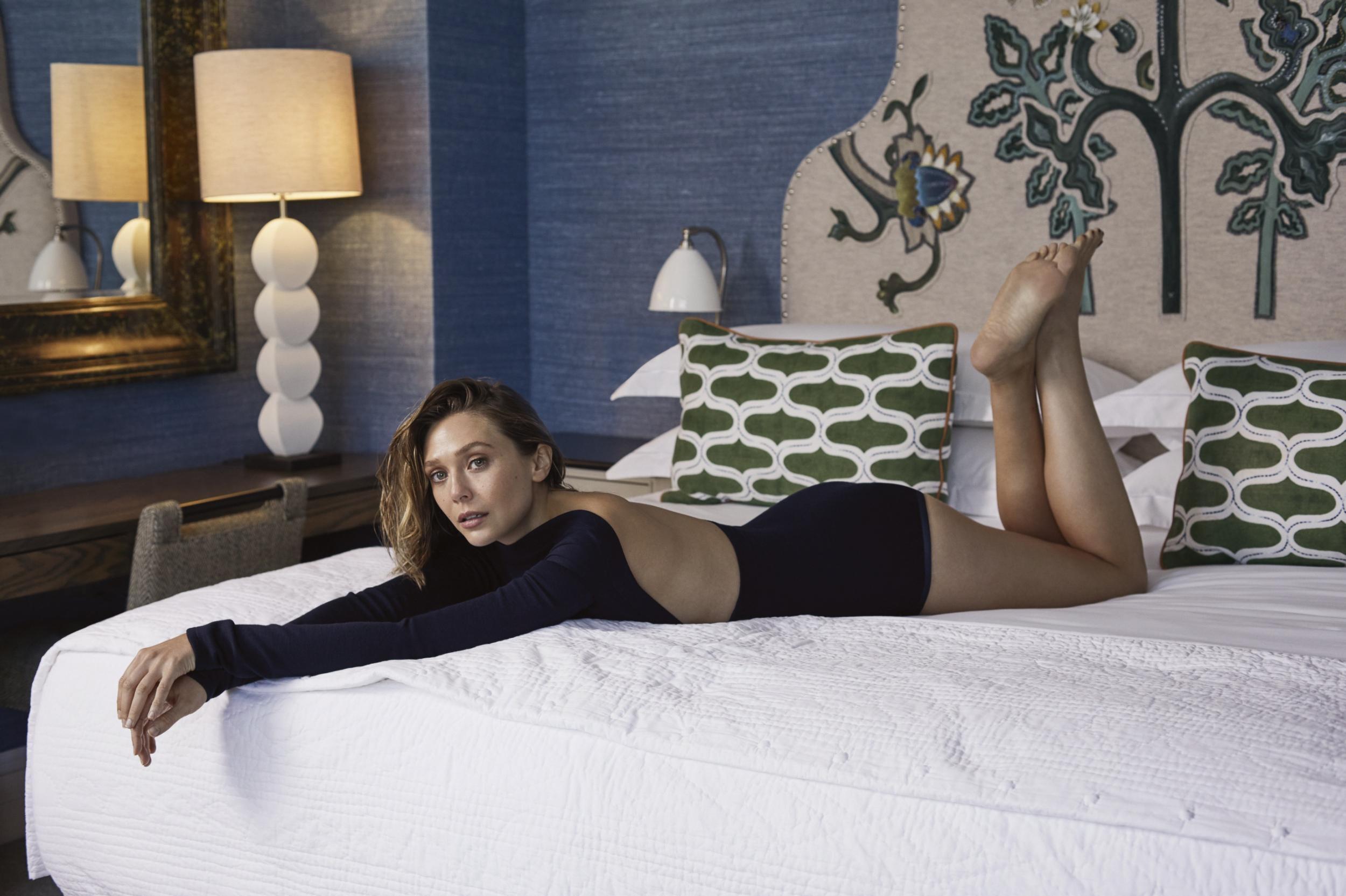 Hot Elizabeth Olsen Backless In Bed, Full Hd 2K Wallpaper-8114