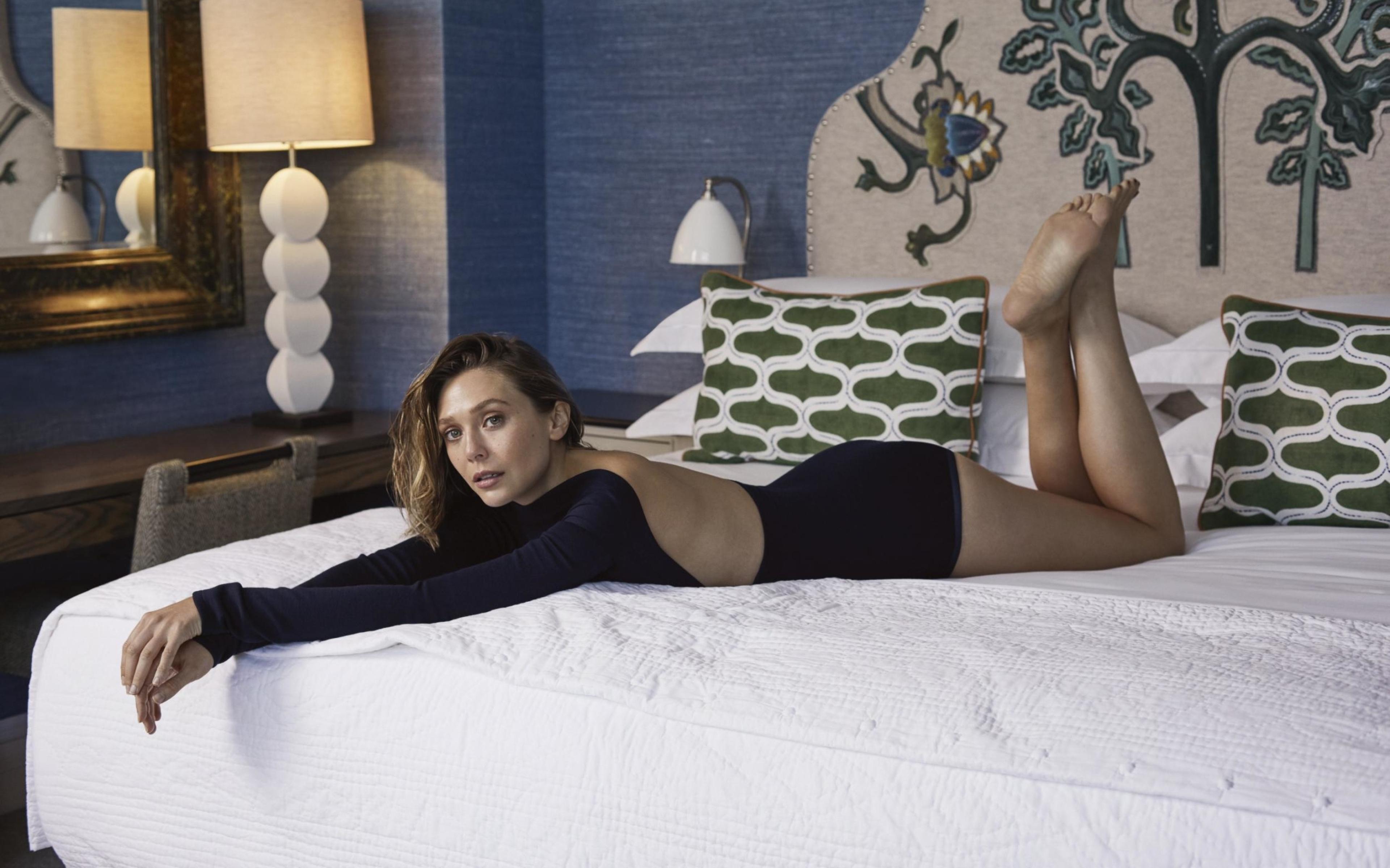 Hot Elizabeth Olsen Backless In Bed Full Hd 2k Wallpaper