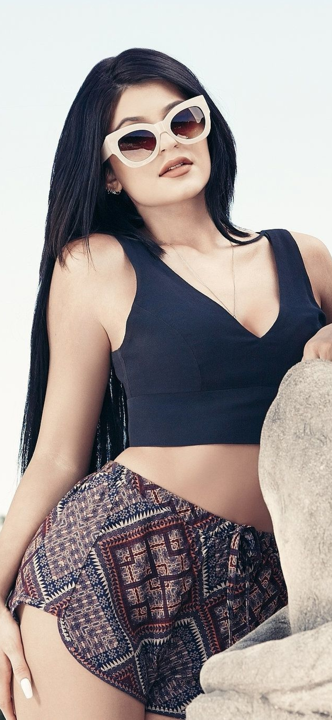 1125x2436 Hot Kylie Jenner in Back Iphone XS,Iphone 10 ...