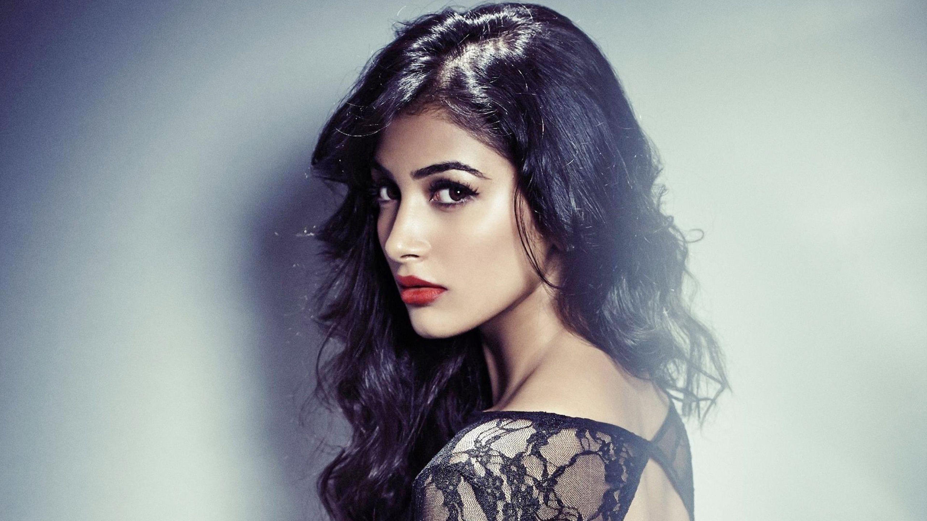 download hot mohenjo daro actress pooja hegde 720x1280 resolution