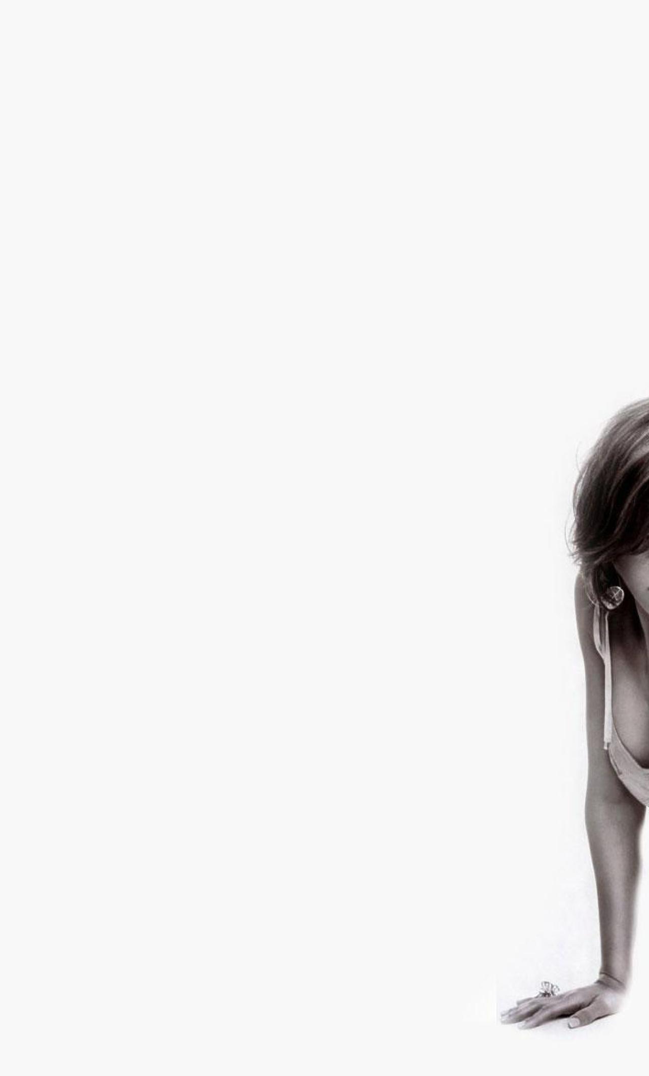 Jessica Alba Hot Cleavage Wallappers Full HD Wallpaper