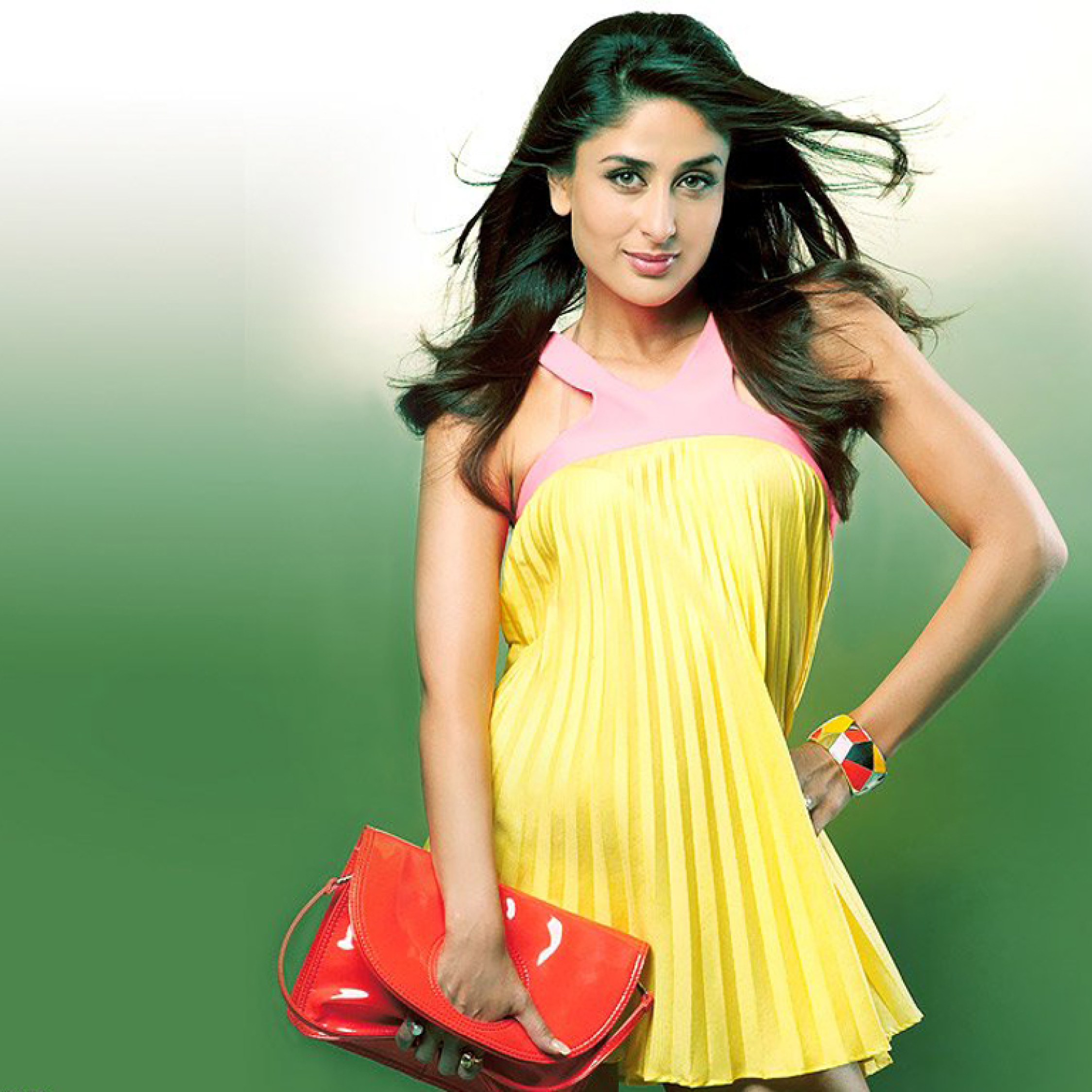 Kareena Kapoor Cute In Yellow Dress Photoshoot, HD Wallpaper