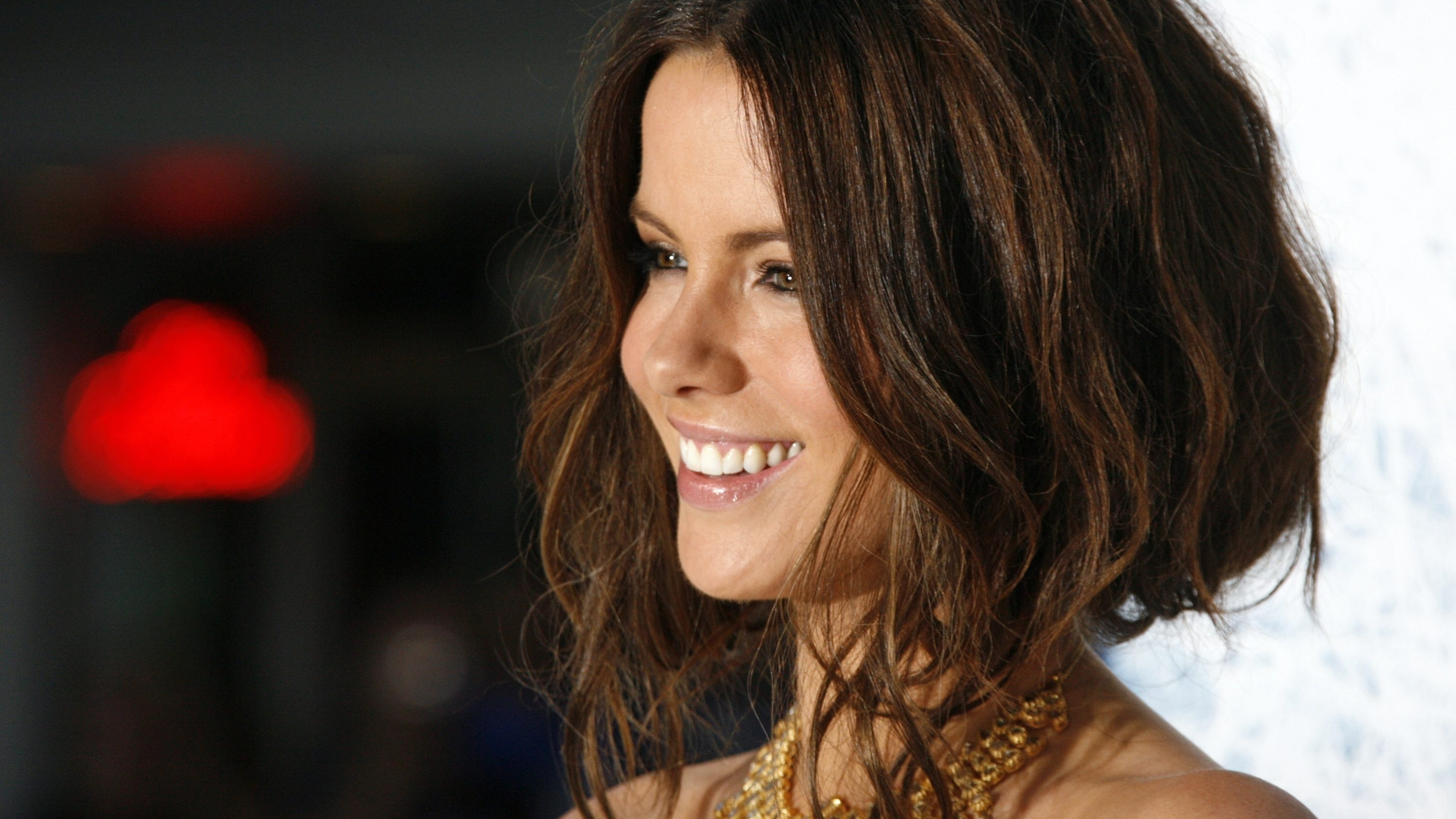 5120x2880 Kate Beckinsale Short Hair Images 5k Wallpaper Hd Celebrities 4k Wallpapers Images Photos And Background