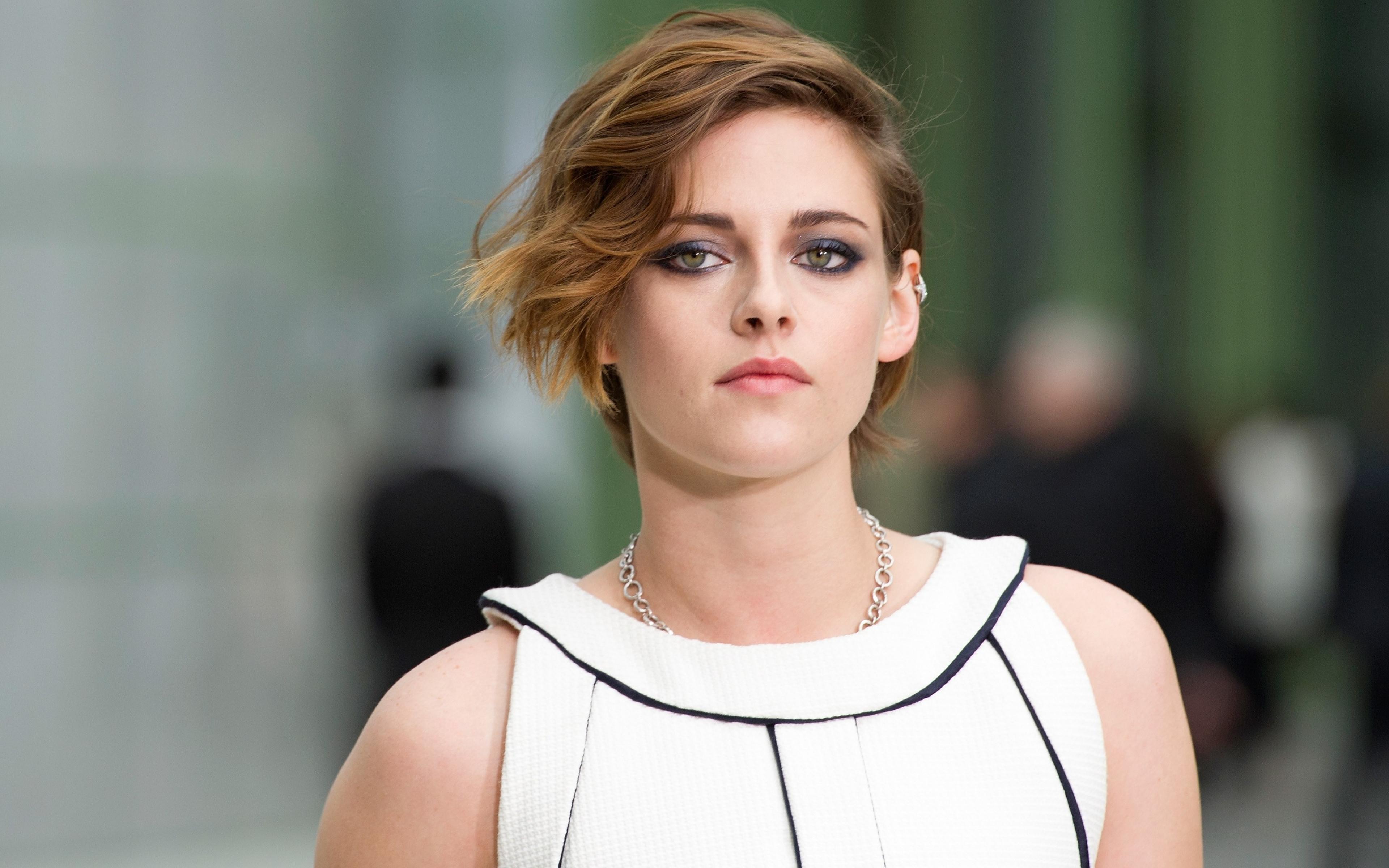 Kristen Stewart - Kristen Stewart Photos - The Twilight