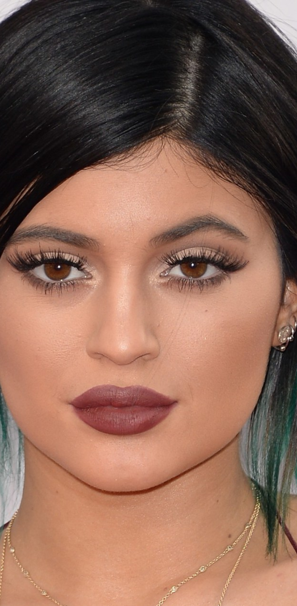 1176x2400 Kylie Jenner 2015 Lip Makeup 1176x2400 Resolution