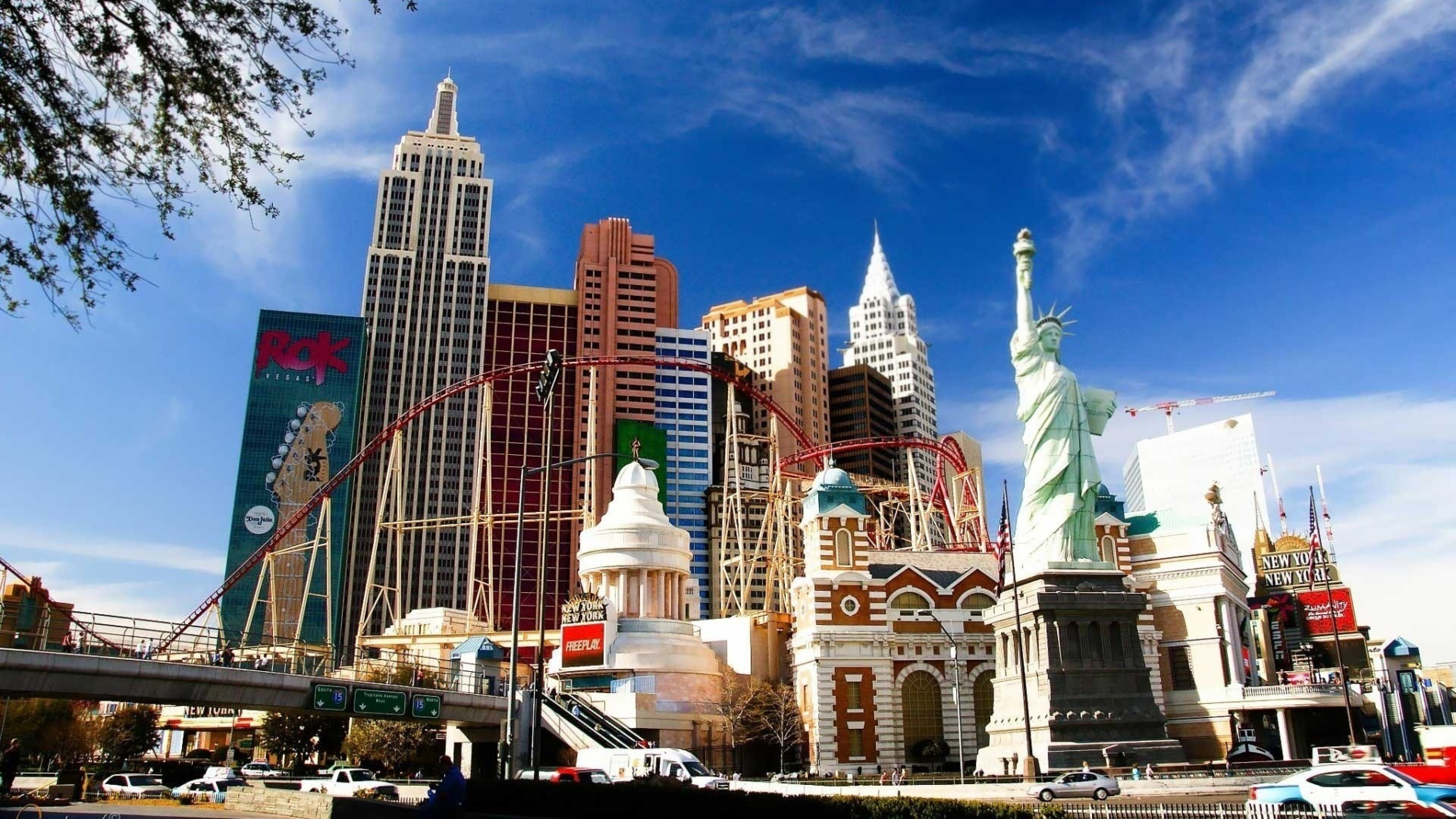 7680x4320 Las Vegas New York Statue 8k Wallpaper Hd City 4k Wallpapers Images Photos And Background