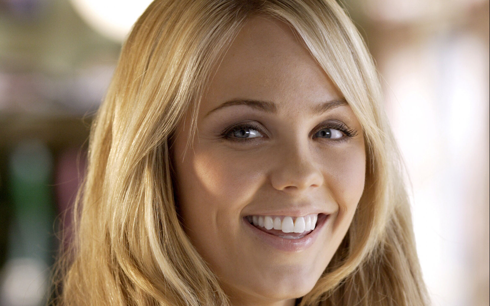 Actress laura vandervoort