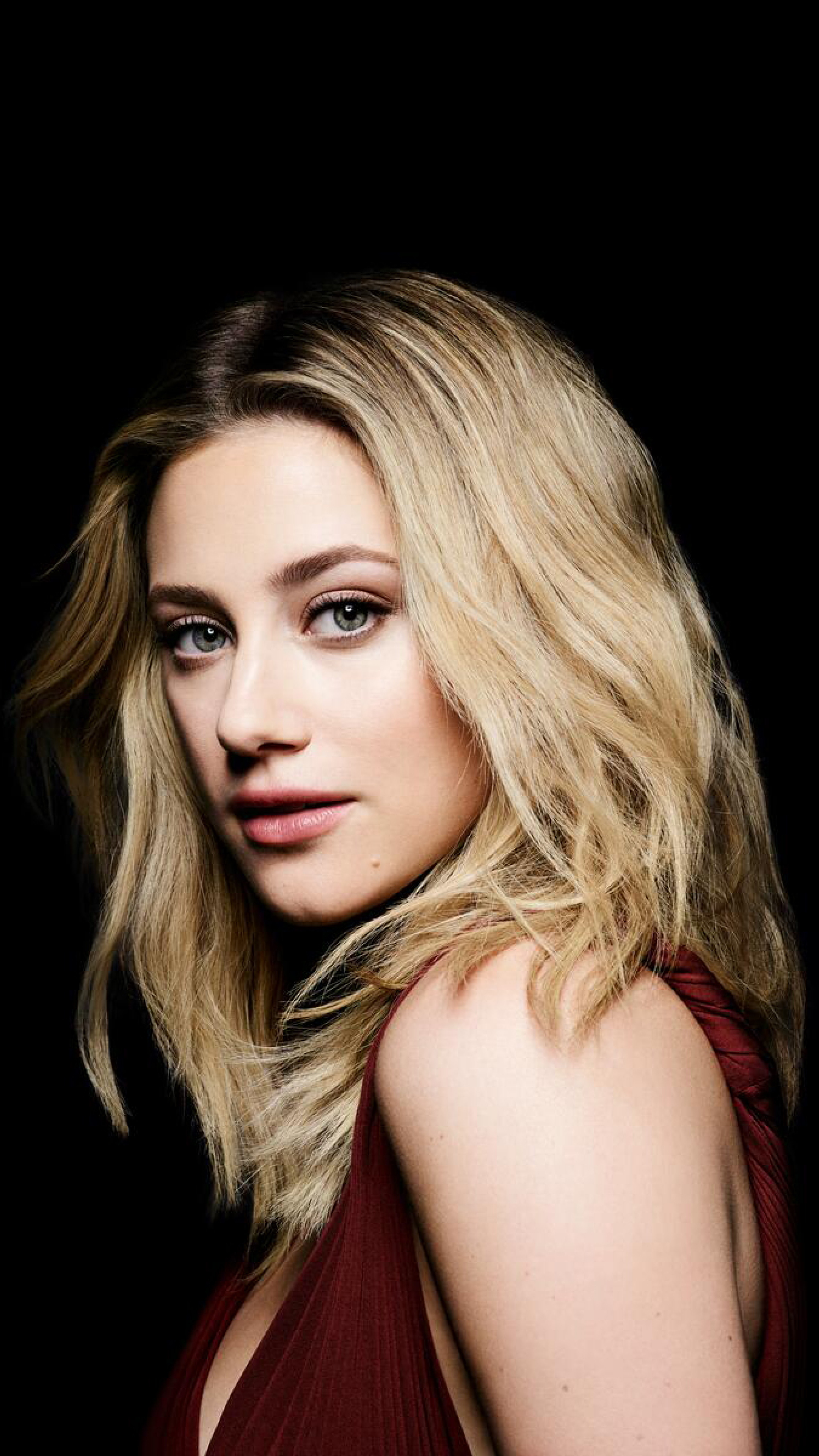 Lili Reinhart New Actress 2021 Wallpaper in 2160x3840 Resolution