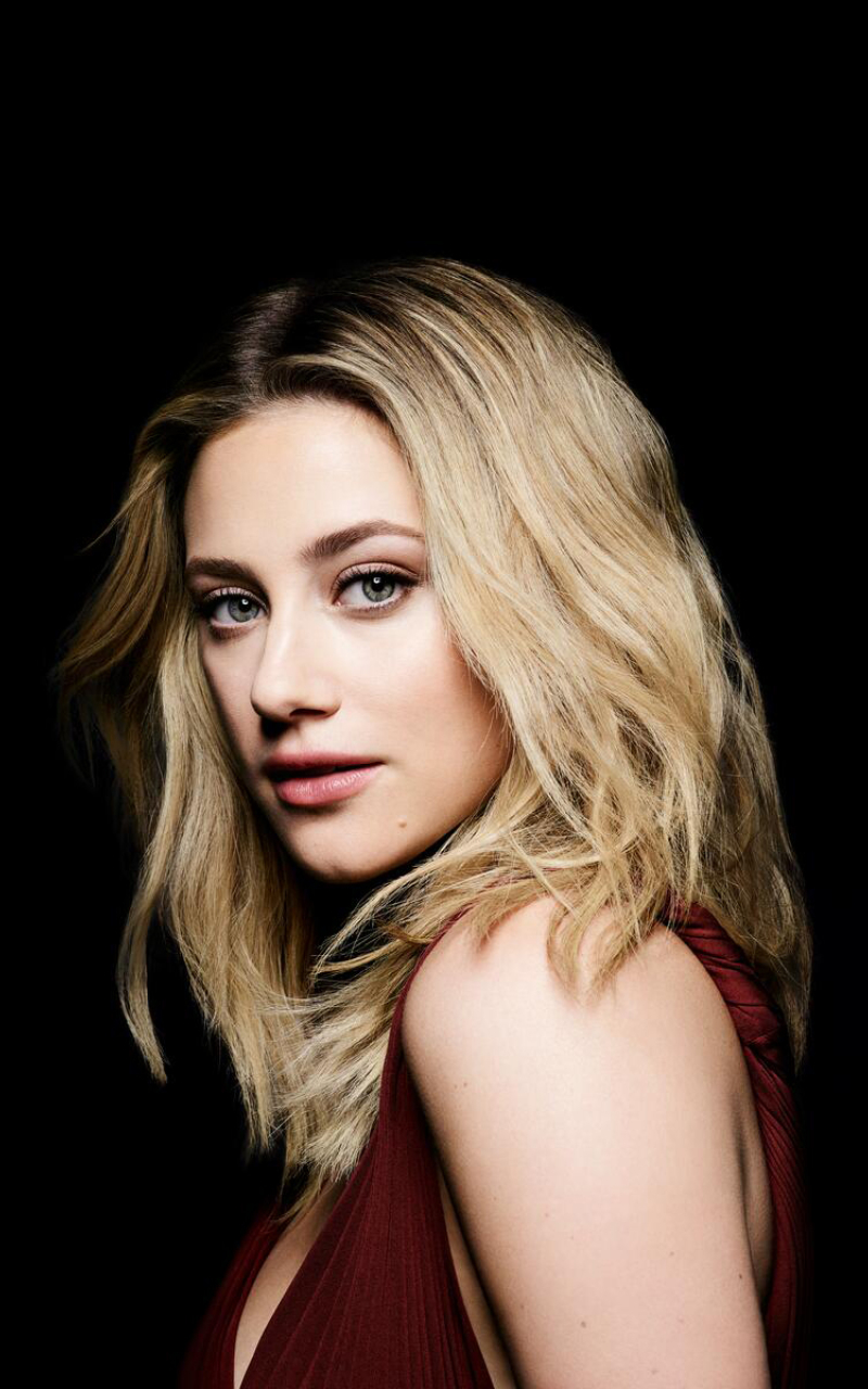 Lili Reinhart New Actress 2021 Wallpaper in 800x1280 Resolution