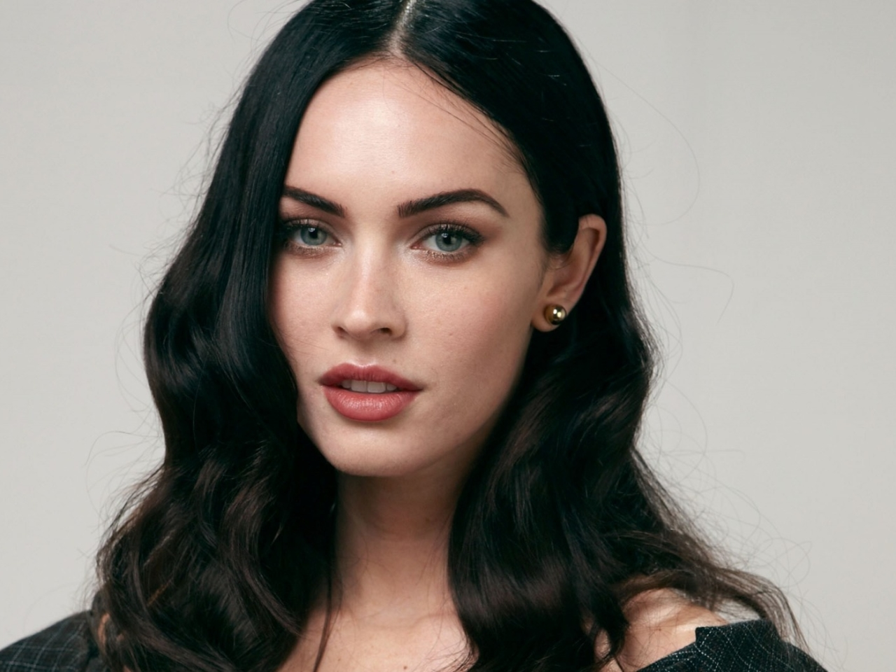 1280x960 Megan Fox Black Hair Makeup 1280x960 Resolution Wallpaper Hd Celebrities 4k Wallpapers Images Photos And Background