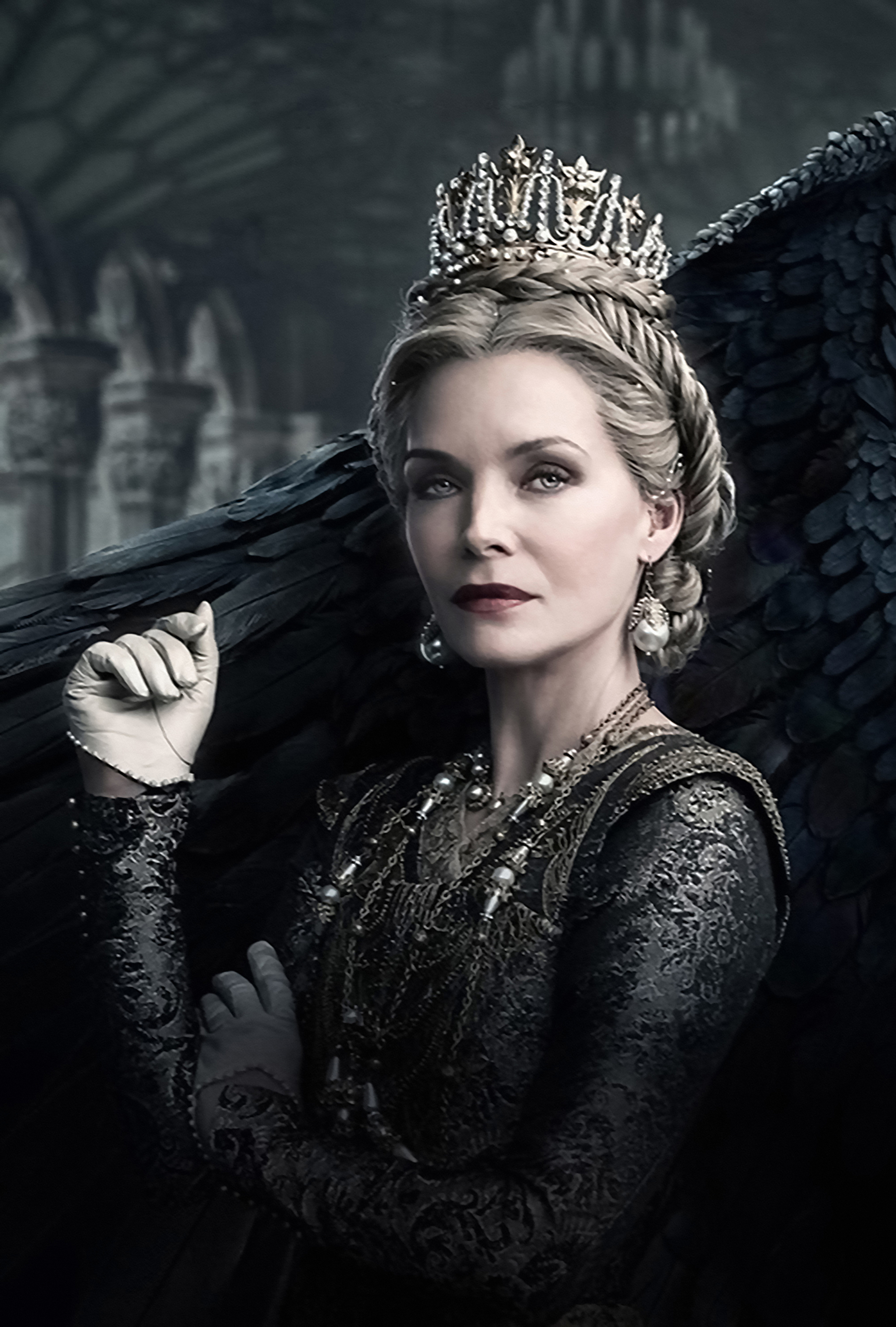 2560x1700 Michelle Pfeiffer In Maleficent Mistress Of Evil