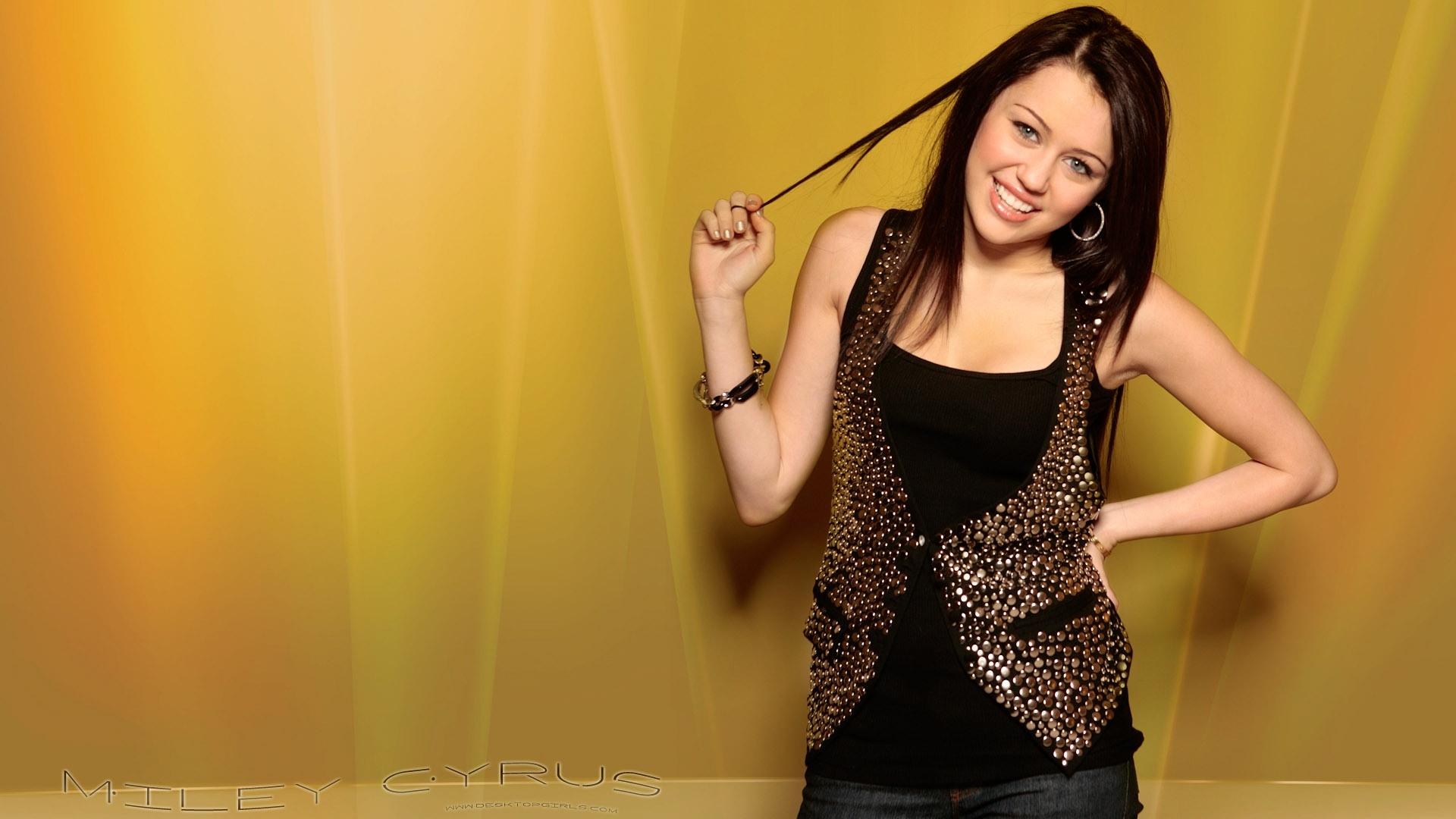 Miley Cyrus Girl Hands Wallpaper Hd Celebrities 4k