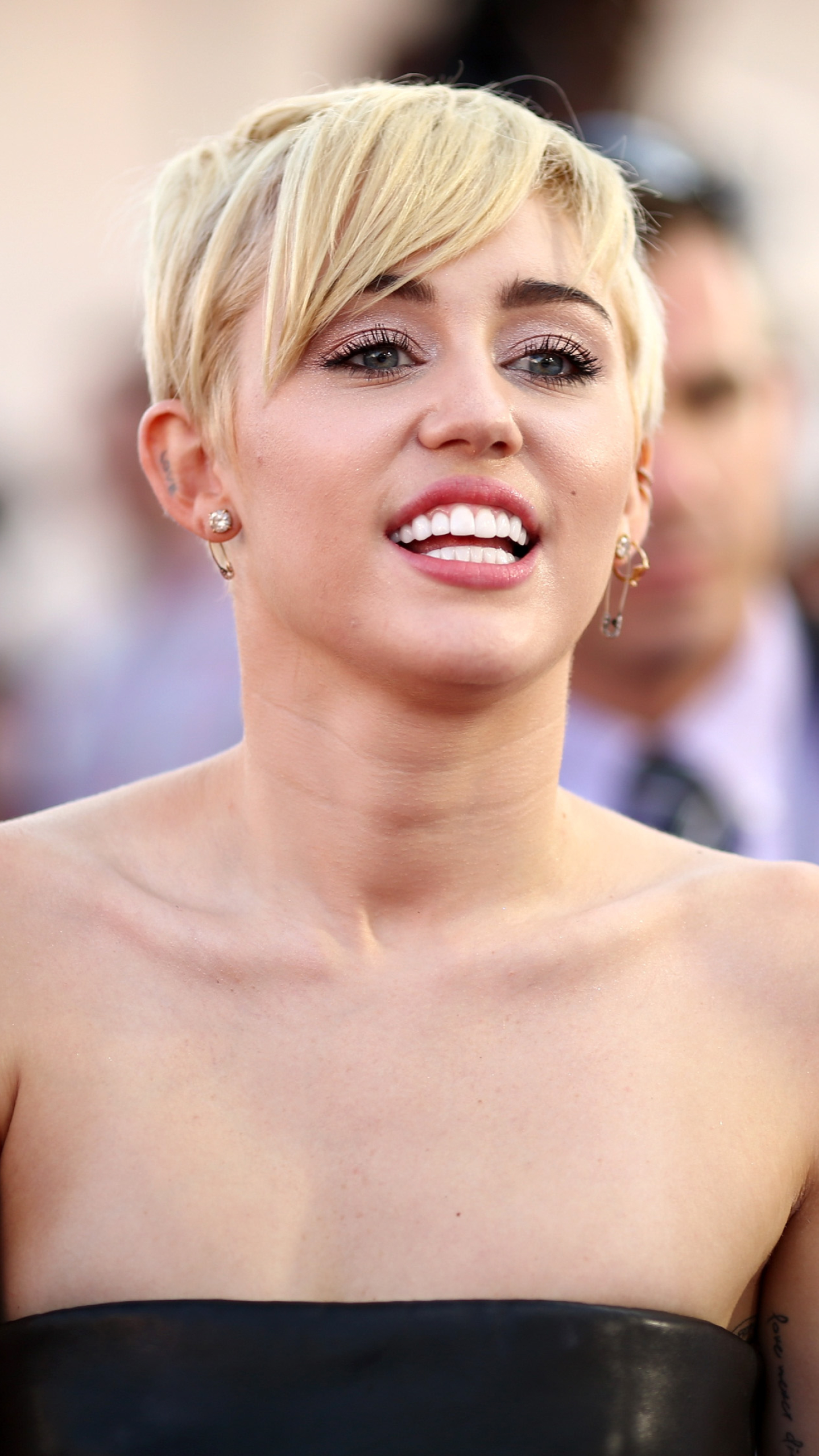 Thesis About Miley Cyrus – 225493