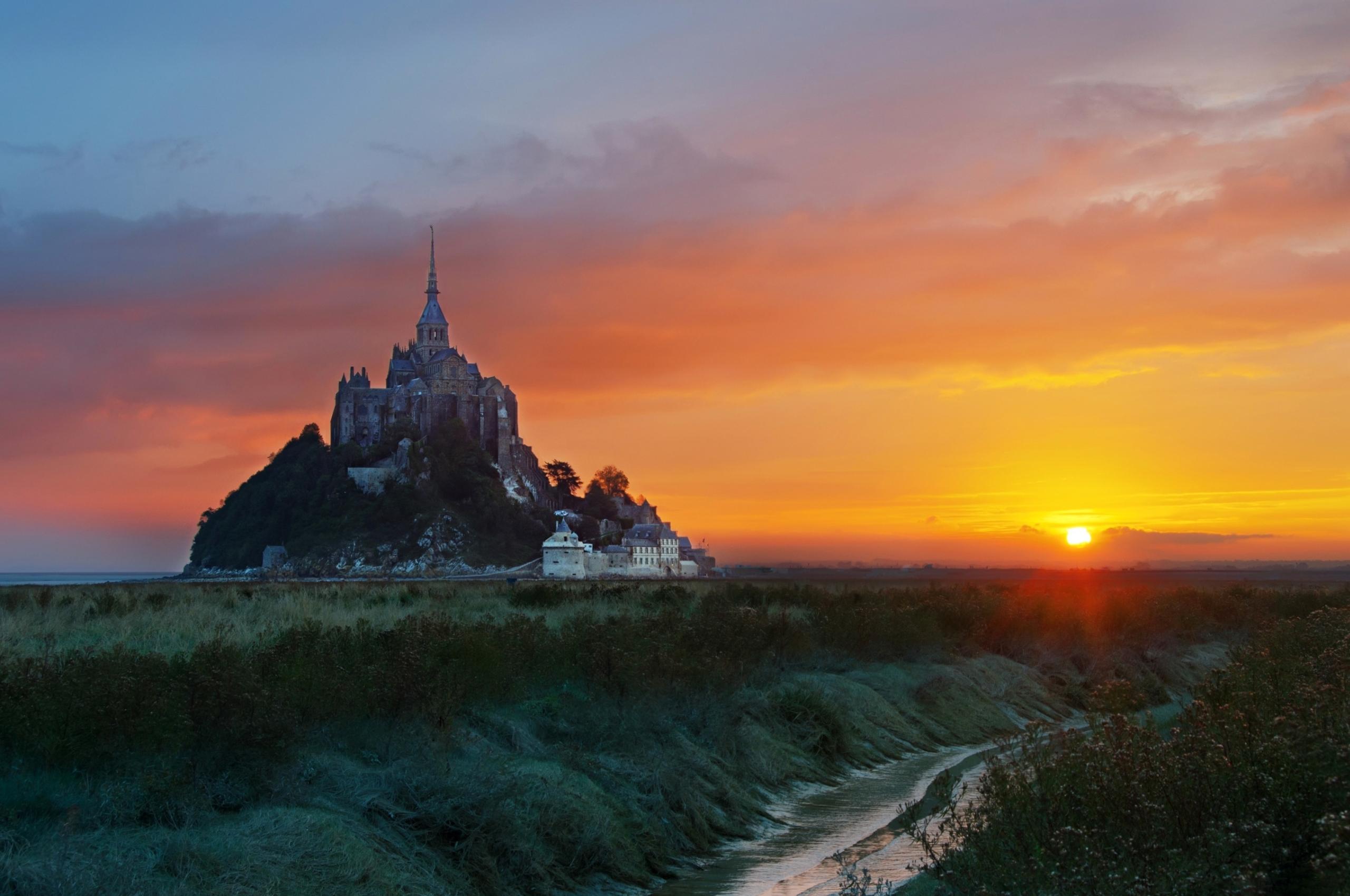 Mont Saint-Michel at Sunrise Wallpaper in 2560x1700 Resolution