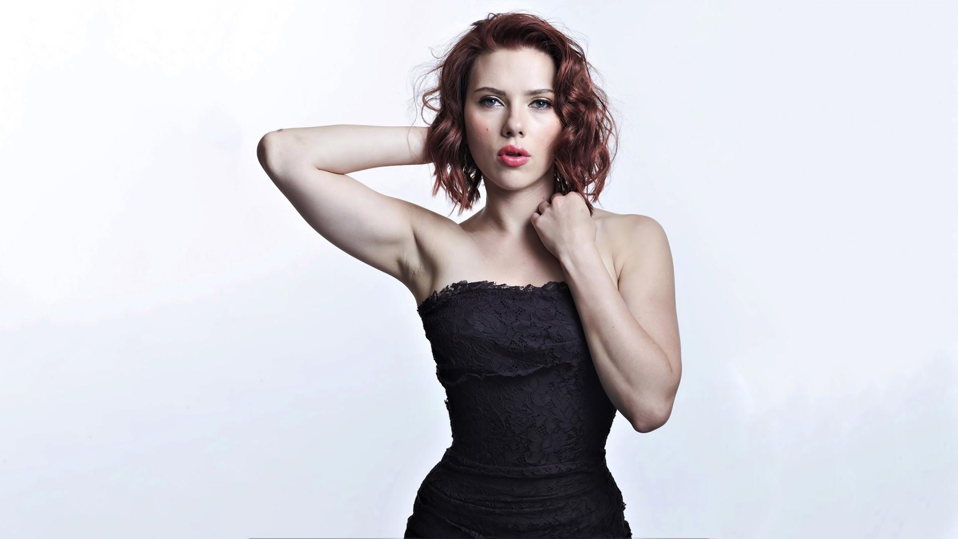 Scarlett Johanssons Oscars Gown Showed Off Her Back Tattoo